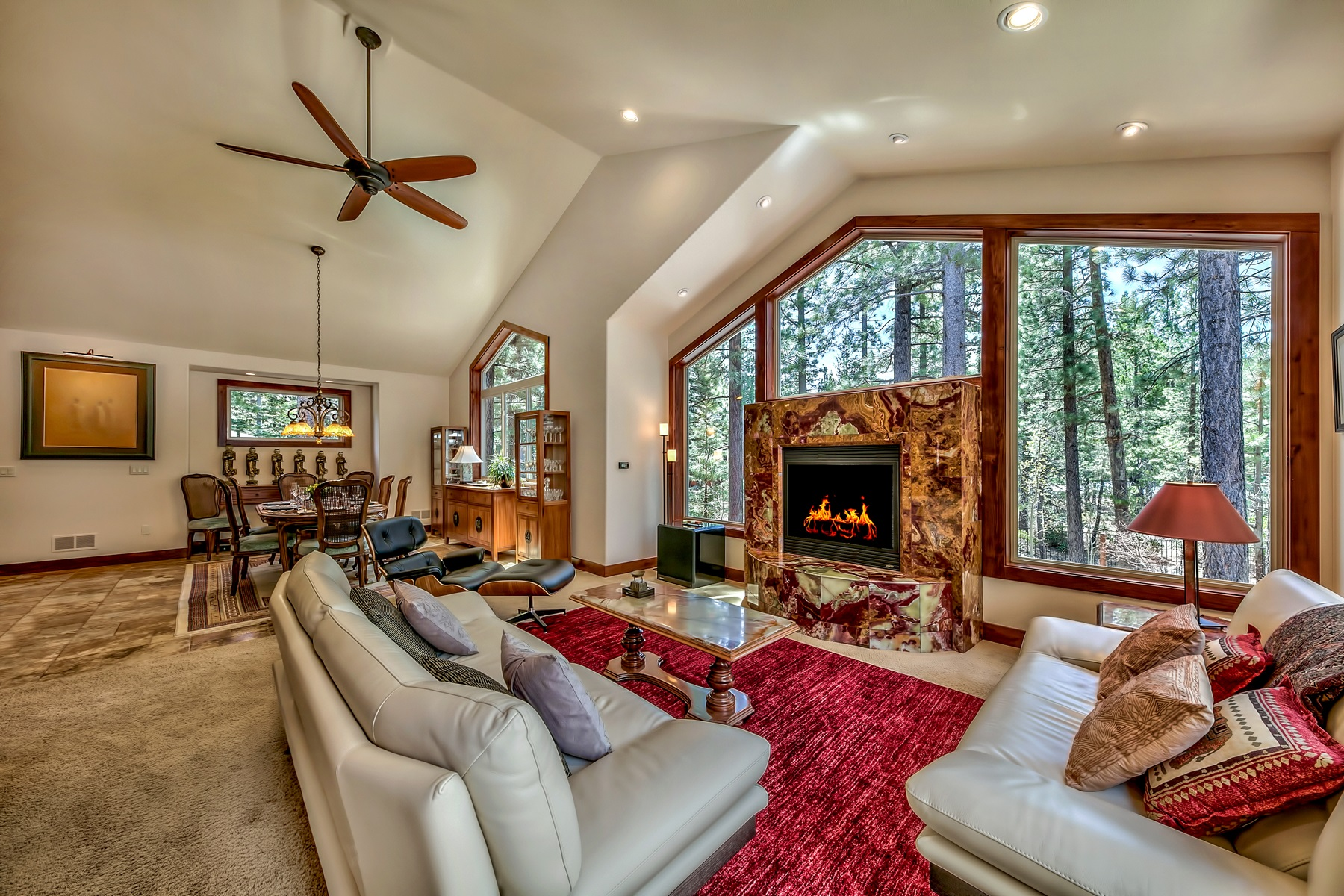 Additional photo for property listing at 642 Tehama Dr,South Lake Tahoe, CA  96150 642 Tehama Drive South Lake Tahoe, California 96150 United States