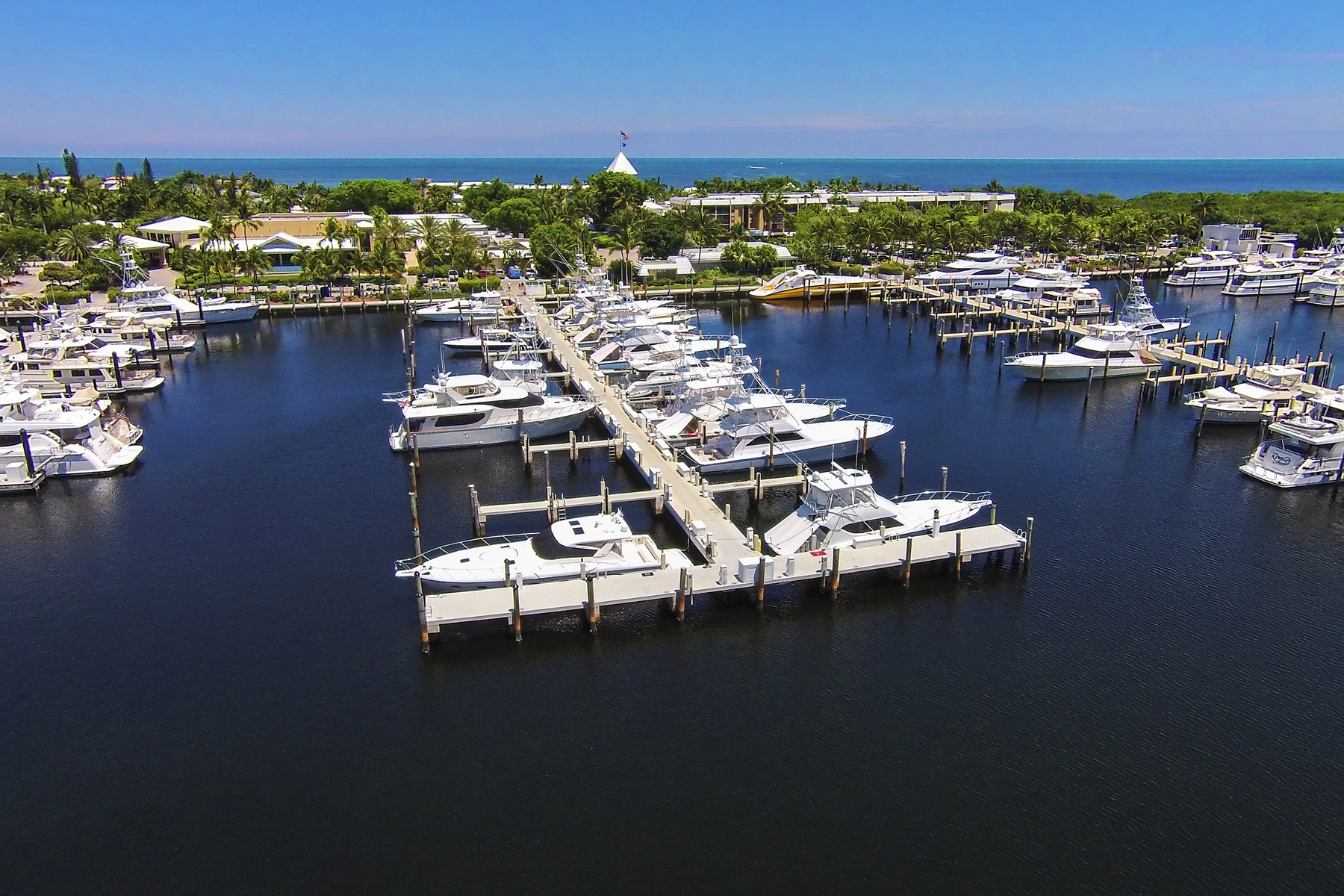 Additional photo for property listing at Ocean Reef Marina Offers Full Yacht Services 201 Ocean Reef Drive, Dock FS-25 Key Largo, Florida 33037 Estados Unidos