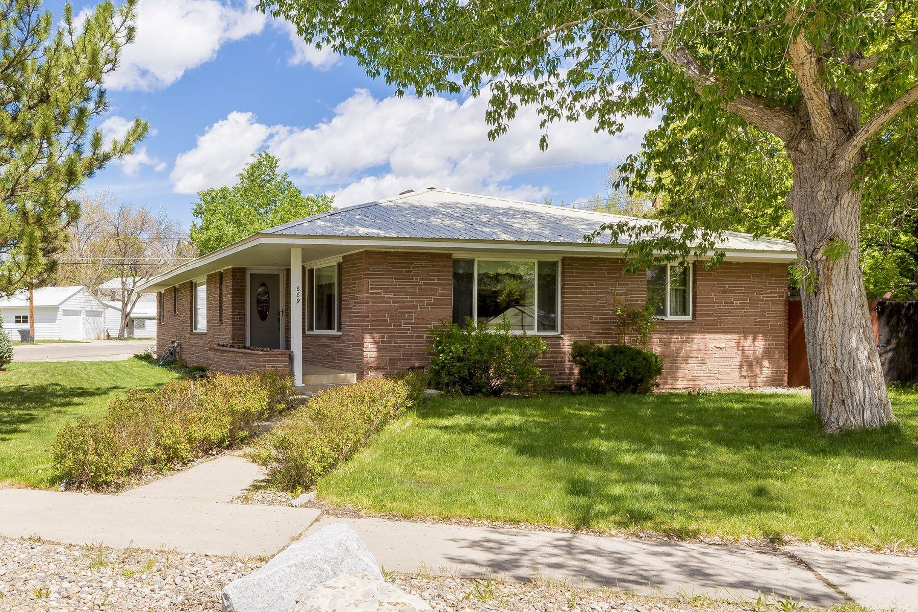 Maison unifamiliale pour l Vente à Immaculate Classic Mid-Century Ranch Home 689 Pershing St. Craig, Colorado 81625 États-Unis