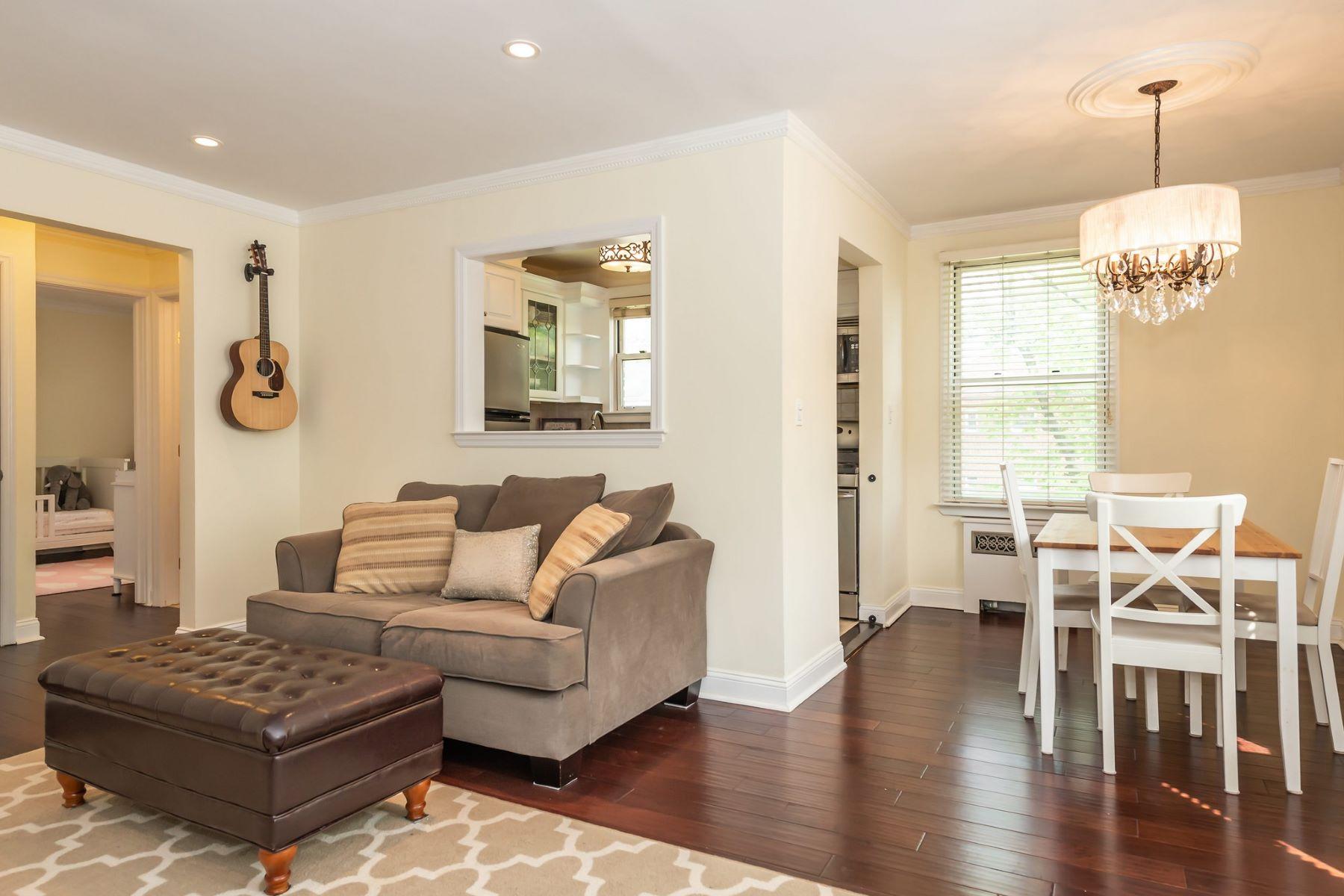 Co-op Properties för Försäljning vid Roslyn Heights 38 Edwards St , 2A, Roslyn Heights, New York 11577 Förenta staterna