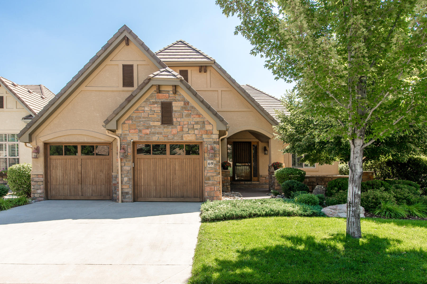 Single Family Home for Active at One-of-a-kind luxury ranch. 69 Brookhaven Dr Littleton, Colorado 80123 United States