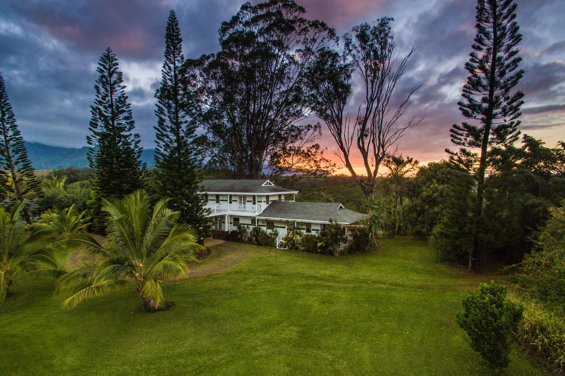 Частный односемейный дом для того Продажа на Kauai 5-Acre Multi-Family Estate with Mountain, Waterfall, Sunset & Valley Views 5150 Kahiliholo Road #A Kilauea, Гавайи 96754 Соединенные Штаты