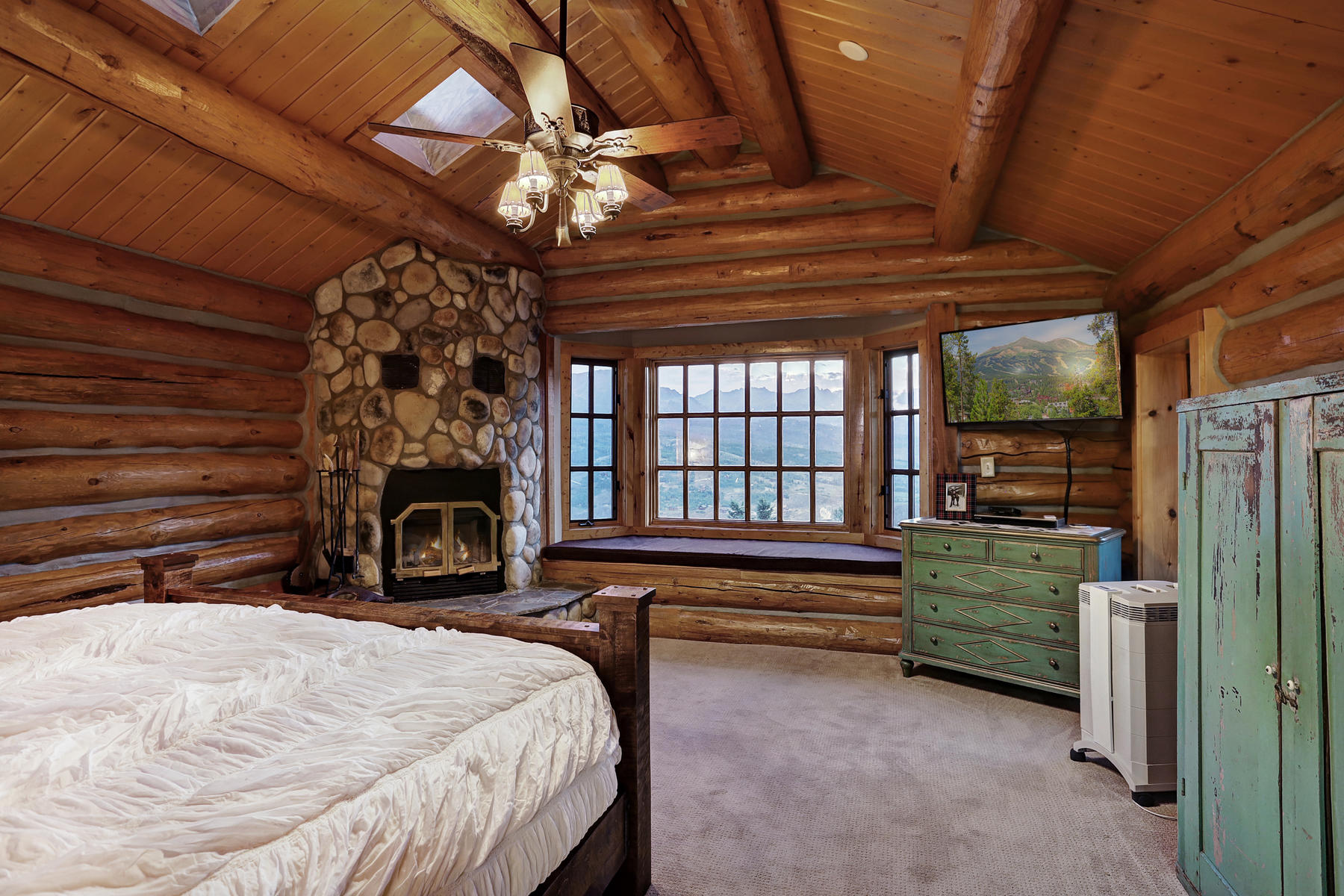 Additional photo for property listing at Four Paws Ranch 863 Rodeo Drive Silverthorne, Colorado 80498 United States