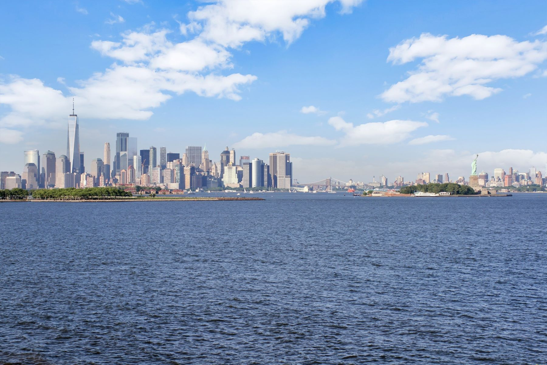 Condominiums pour l Vente à Prestigious direct Hudson Riverfront home with direct NYC views 103 Shearwater Ct E #TH, Jersey City, New Jersey 07305 États-Unis