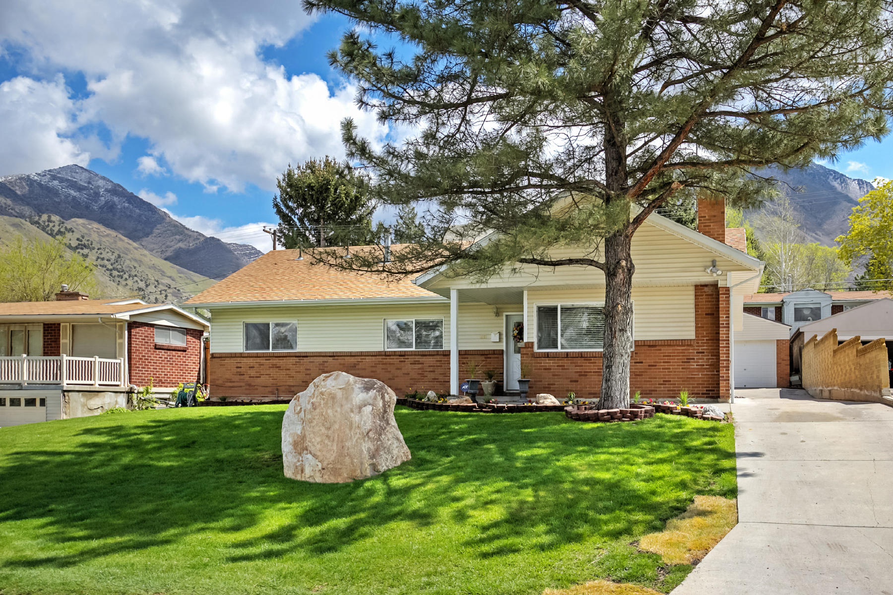 Single Family Home for Sale at Rare Olympus Cove 6 Bedroom Rambler 4081 S Achilles Dr Salt Lake City, Utah 84124 United States