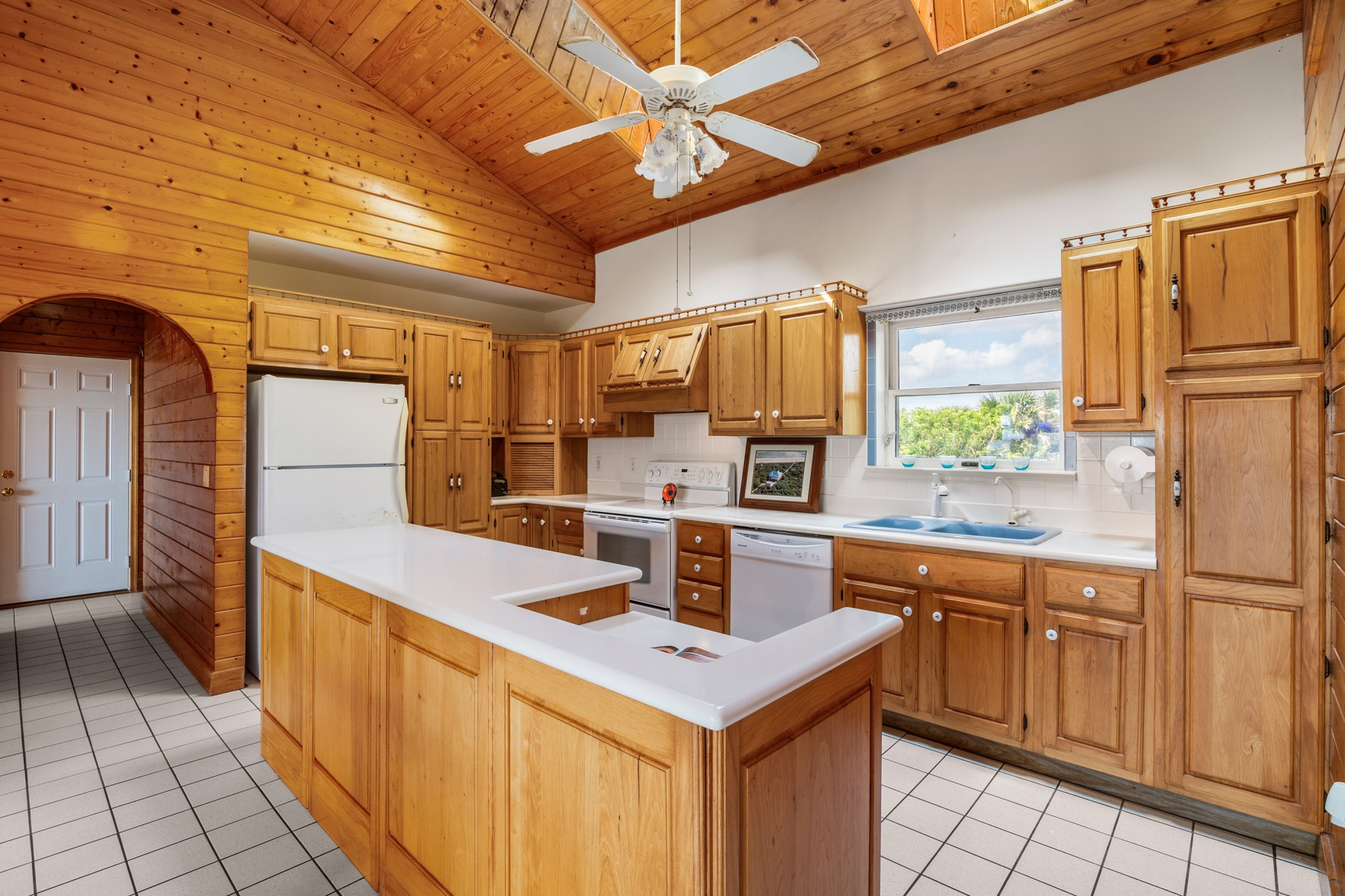 Additional photo for property listing at Tropical Oceanfront Paradise in Melbourne Beach 8585 S Highway A1A Melbourne Beach, Florida 32951 United States