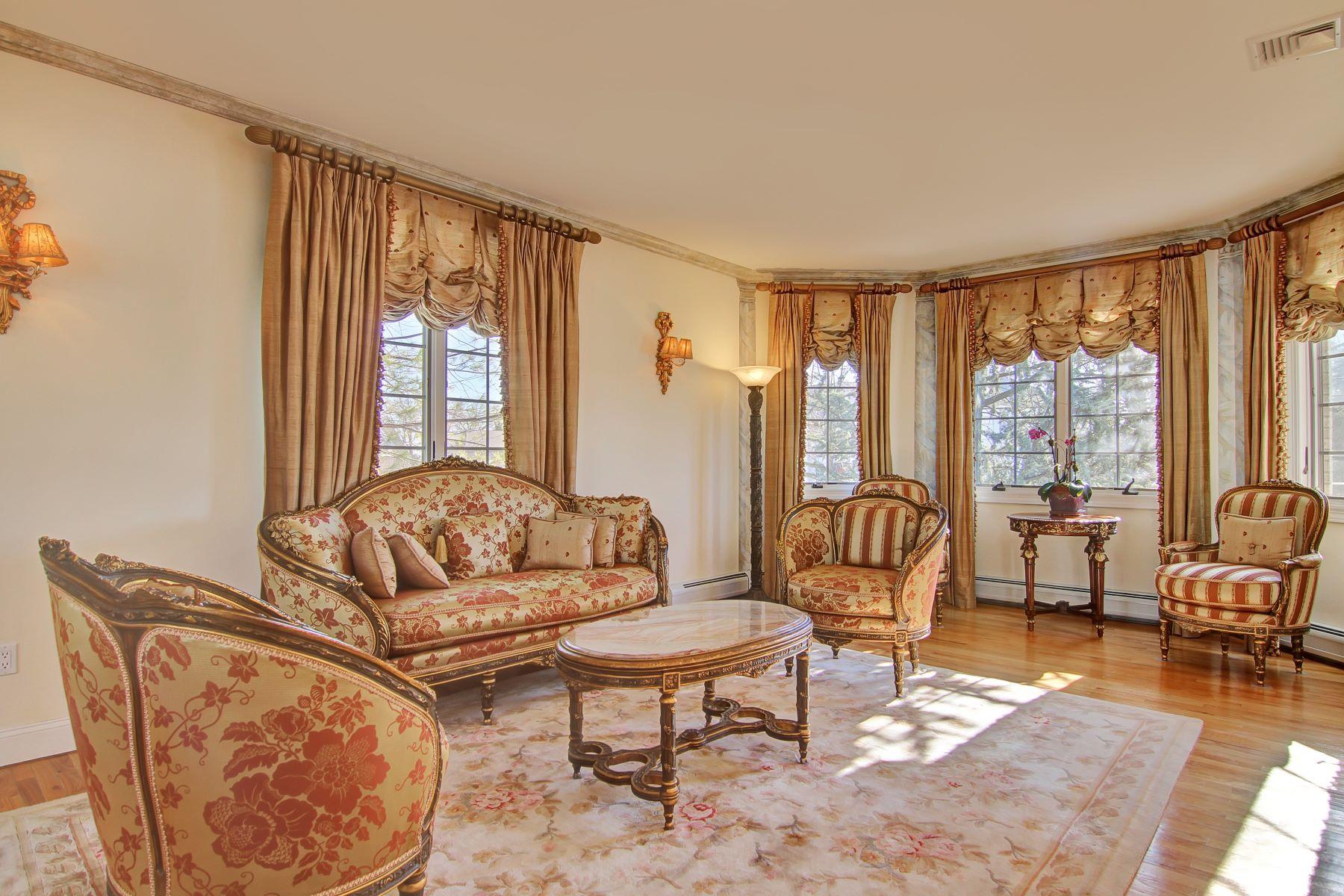Частный односемейный дом для того Продажа на Beautiful, custom all- brick colonial in prestigious Bluffs section! 1111 Arcadian Way Fort Lee, Нью-Джерси 07024 Соединенные Штаты