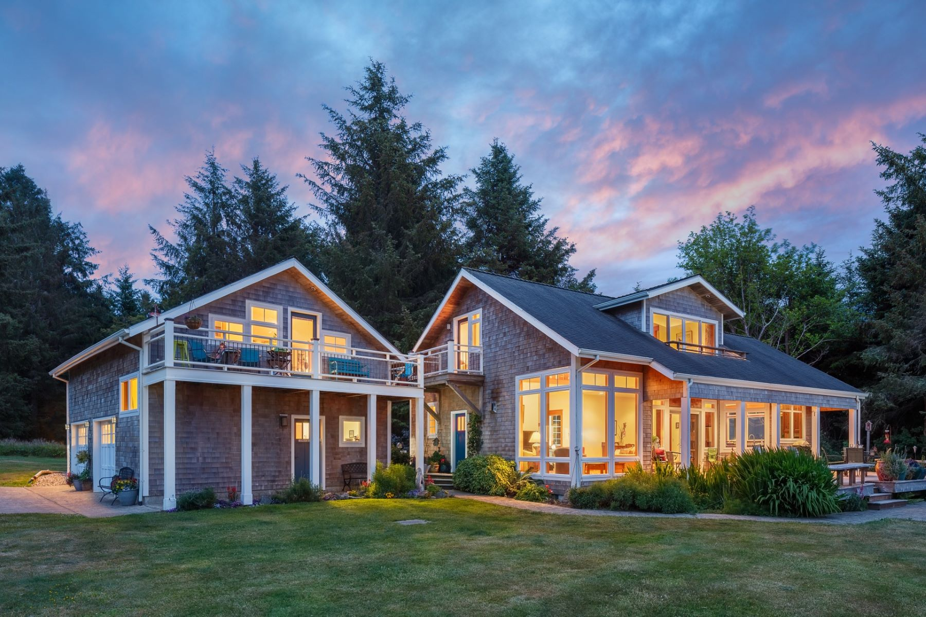 Single Family Homes for Active at Breathtaking Netarts Bayfront Home 6800 Whiskey Creek Road Netarts, Oregon 97143 United States