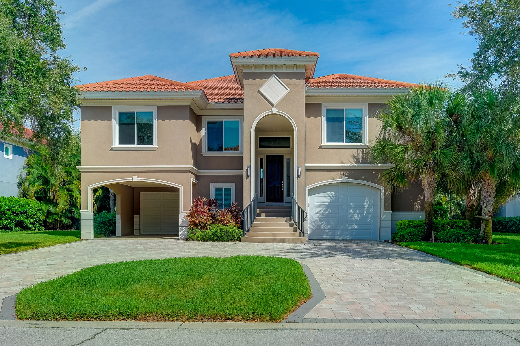 Single Family Homes for Sale at 16 Bayfront Ct S St. Petersburg, Florida 33711 United States