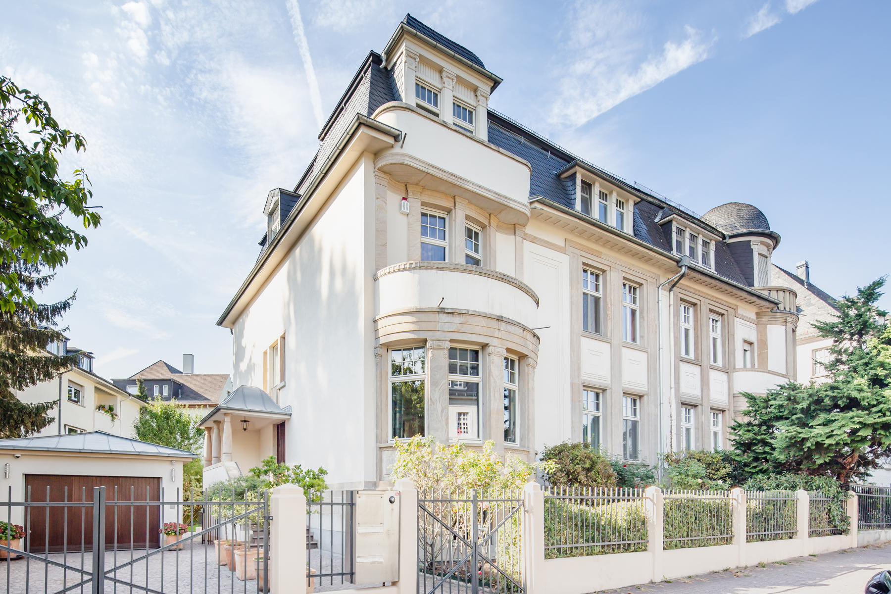 Townhouse for Sale at Charming, carefully refurbished home with the utmost in modern amenities Frankfurt, Hessen 60487 Germany