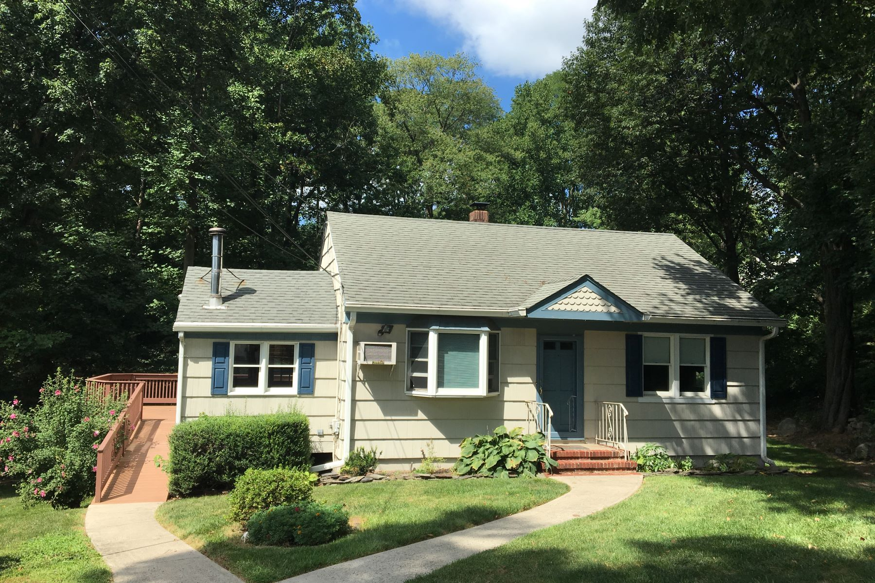 Single Family Homes のために 賃貸 アット Updated Ranch 998 Springfield Avenue, Mountainside, ニュージャージー 07092 アメリカ