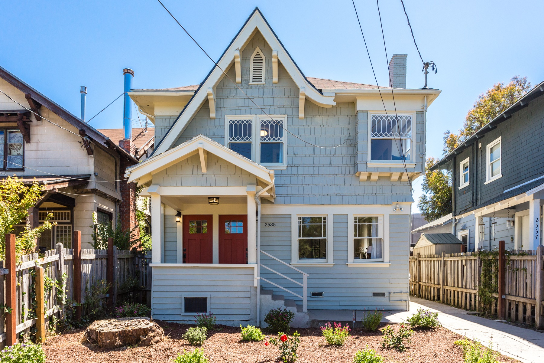 Maison unifamiliale pour l Vente à Charming And Sunny Duplex 2535 Chilton Way Berkeley, Californie 94707 États-Unis