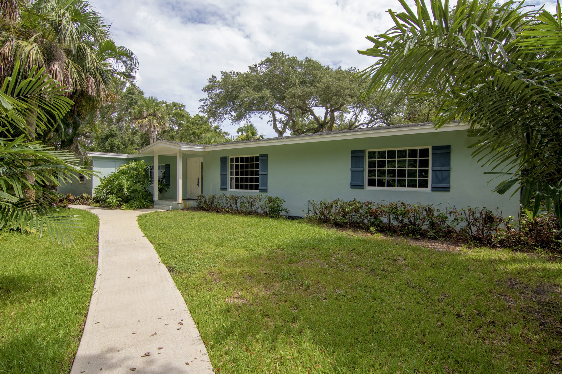 Single Family Home for Sale at Great Central Beach Cottage, East of A1A 705 Eugenia Road Vero Beach, Florida 32963 United States