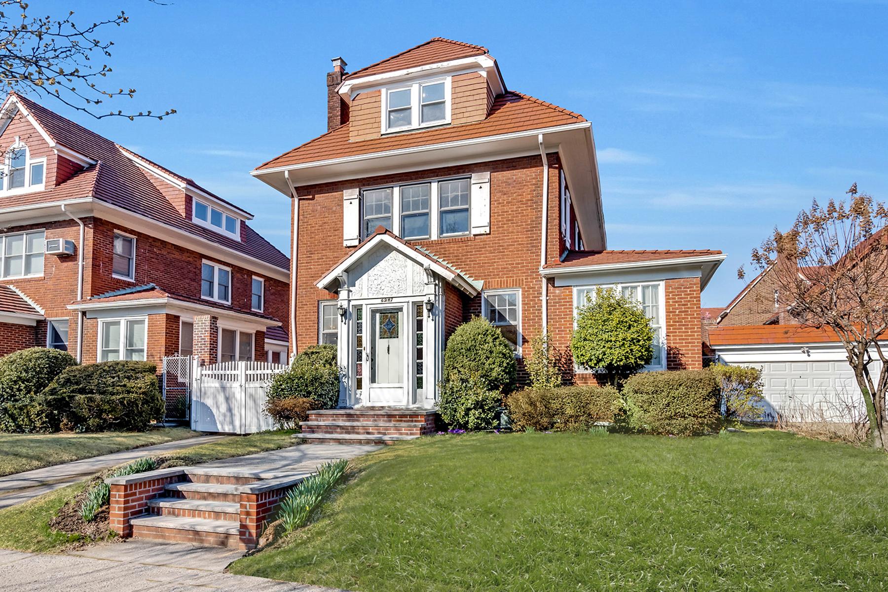 "Single Family Homes por un Venta en ""SPECTACULAR SUNLIT HOUSE"" 69-47 Exeter Street, Forest Hills, Queens, Nueva York 11375 Estados Unidos"
