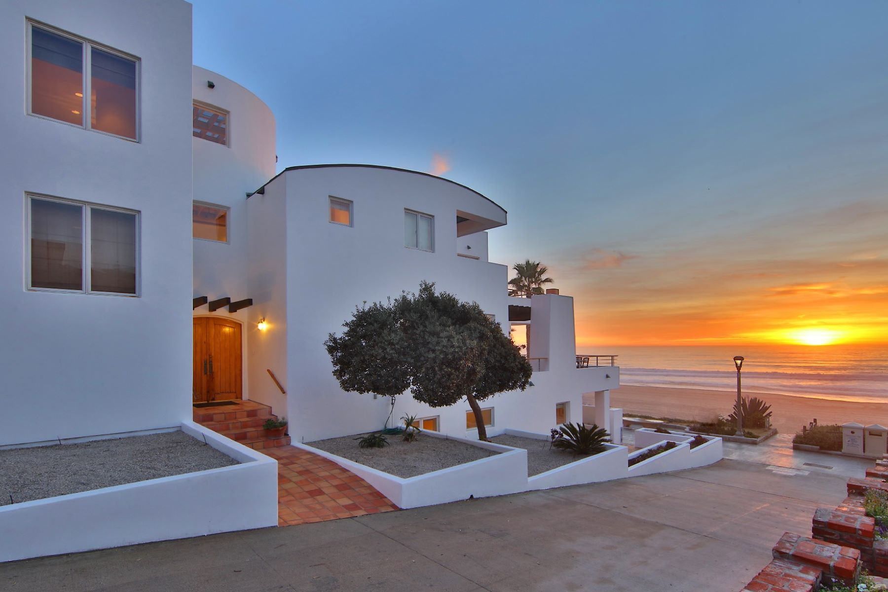 Villa per Vendita alle ore Gold Coast in Manhattan Beach! 3120 The Strand, Manhattan Beach, California, 90266 Stati Uniti