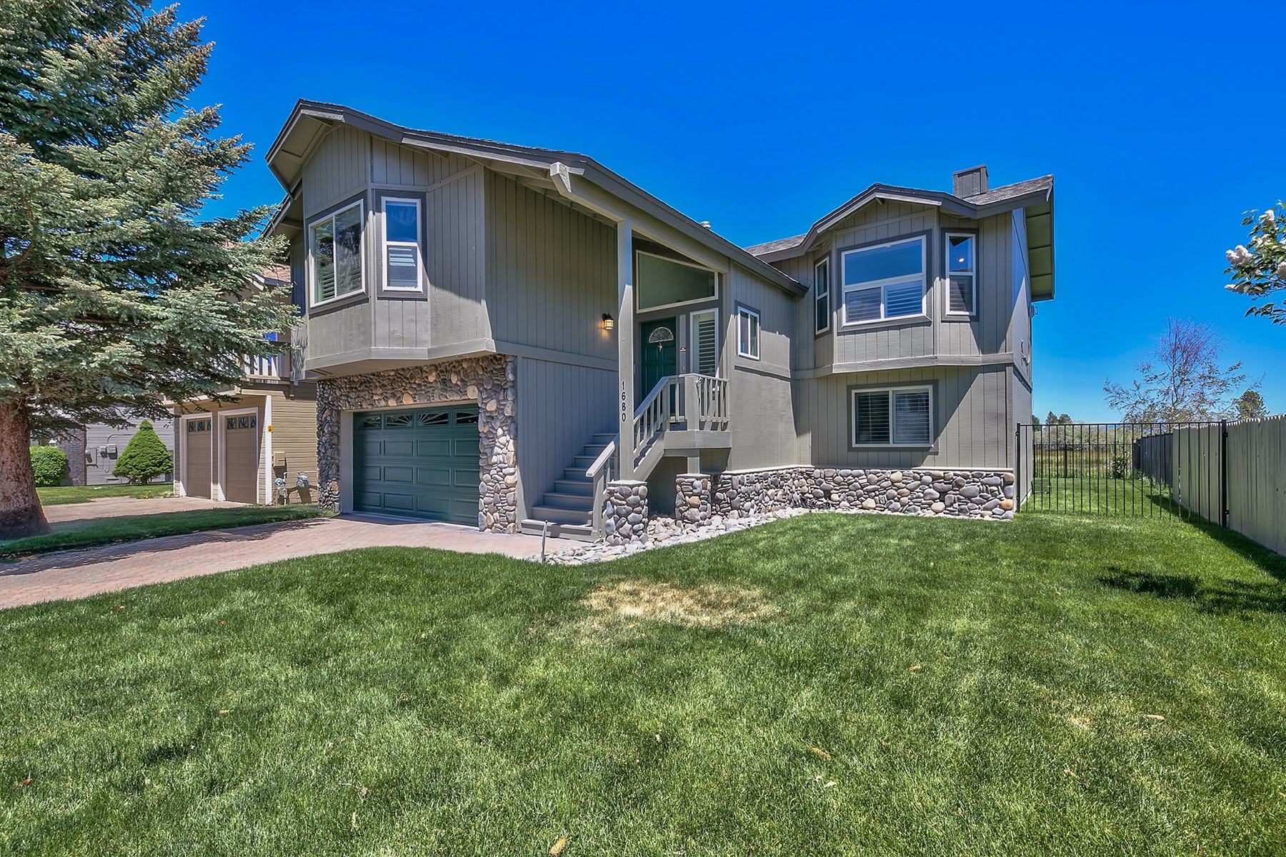 Single Family Home for Active at 1680 Venice Drive, South Lake Tahoe Ca 96150 1680 Venice Drive South Lake Tahoe, California 96150 United States