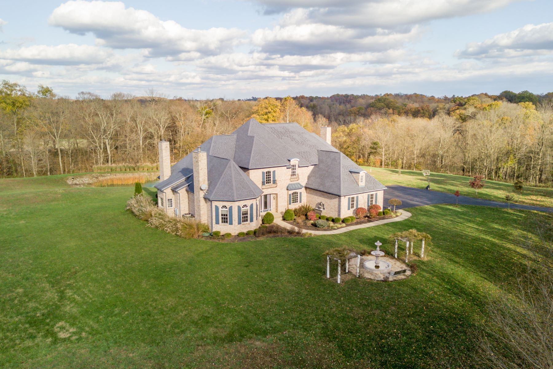 Single Family Homes のために 売買 アット Spacious and stately retreat in the country 2694 State Route 125 West Union, オハイオ 45693 アメリカ