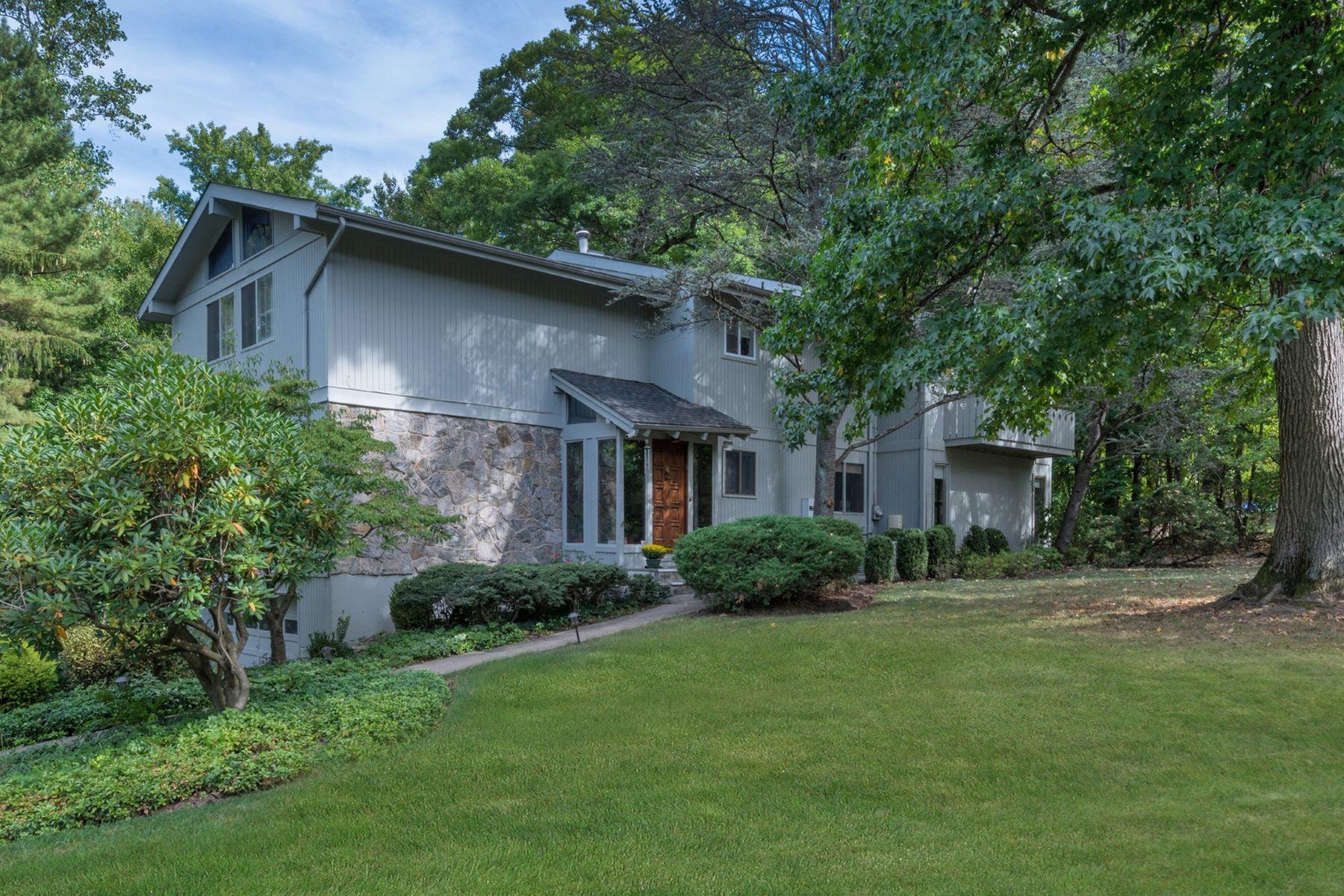 Частный односемейный дом для того Продажа на Home in the Woods 2A Century Road Palisades, Нью-Йорк 10964 Соединенные Штаты