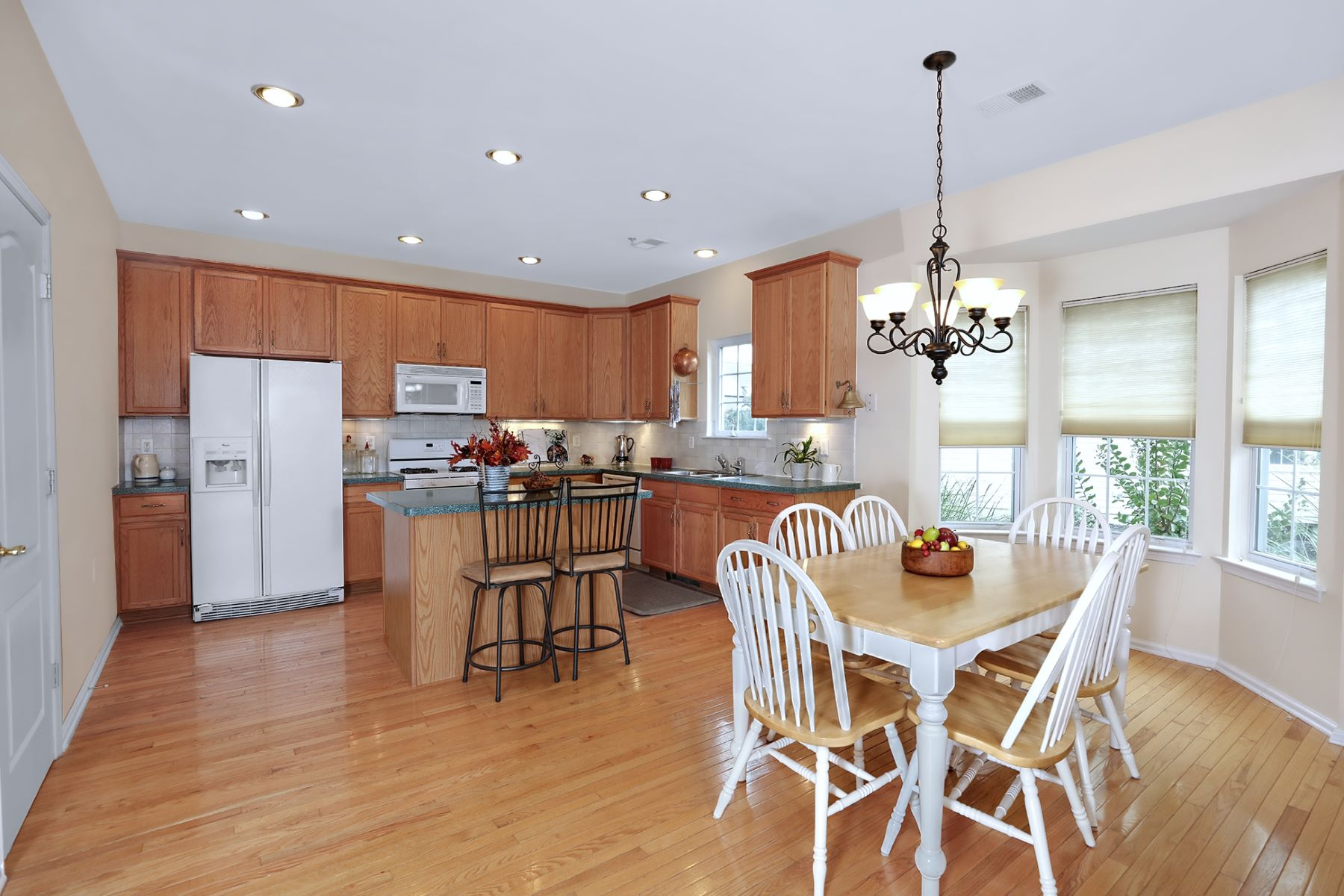 Additional photo for property listing at Lovely Home in Village Grande with Basement 55 Globeflower Lane, Princeton Junction, New Jersey 08550 United States