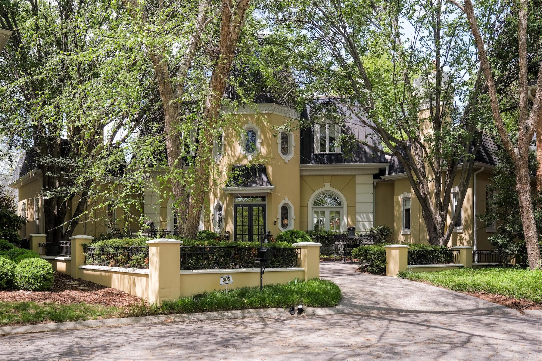 Частный односемейный дом для того Продажа на Stunning Abbottsford Residence 107 Abbottsford Nashville, Теннесси, 37215 Соединенные Штаты