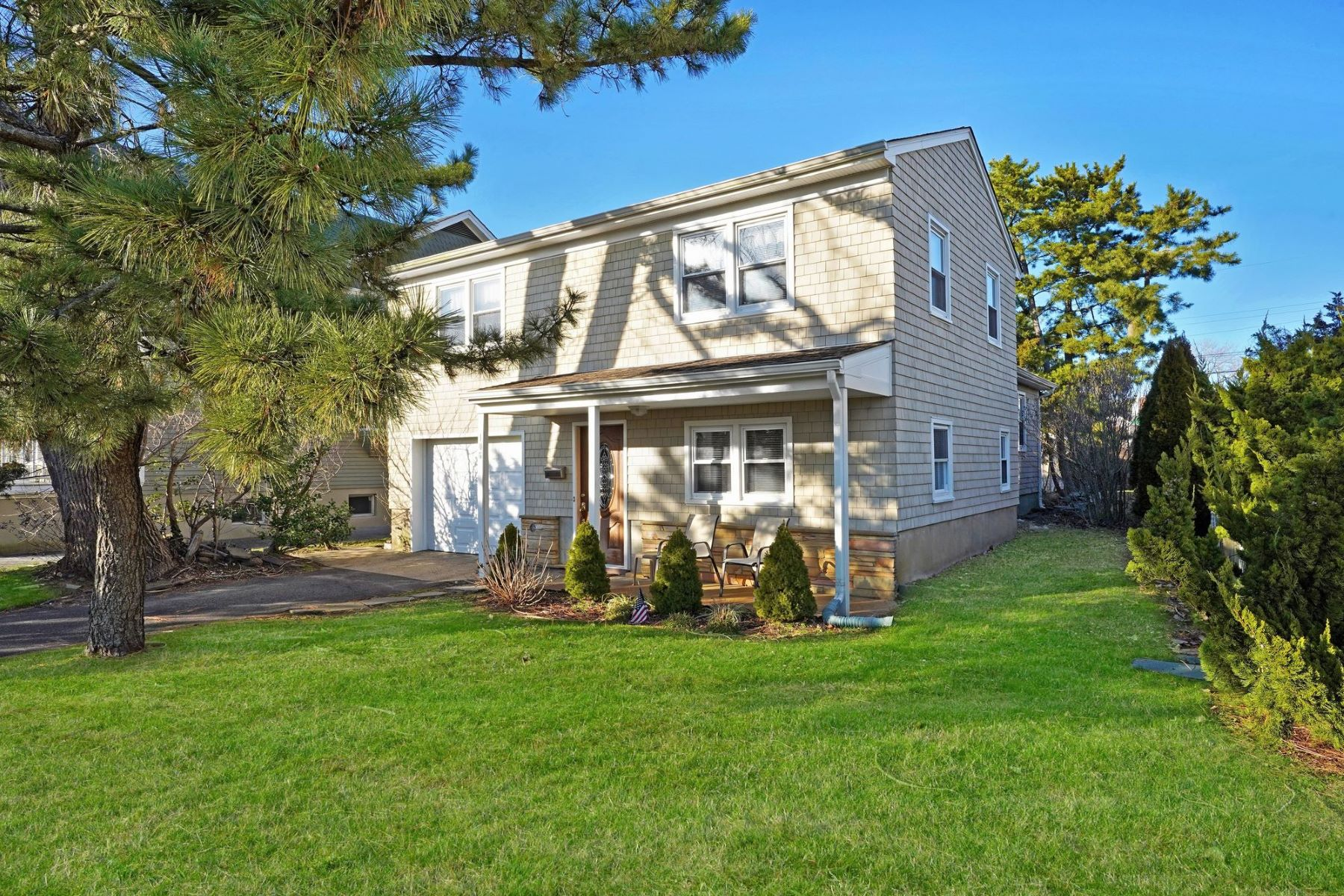 Single Family Homes for Sale at Charming Split Level 106 York Avenue Spring Lake, New Jersey 07762 United States