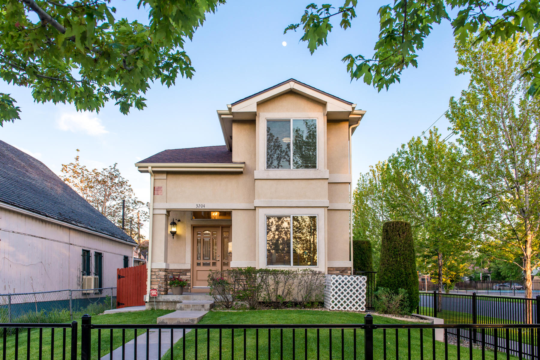 Condominium for Active at Charming Home in Curtis Park! 3204 Curtis Street Denver, Colorado 80205 United States