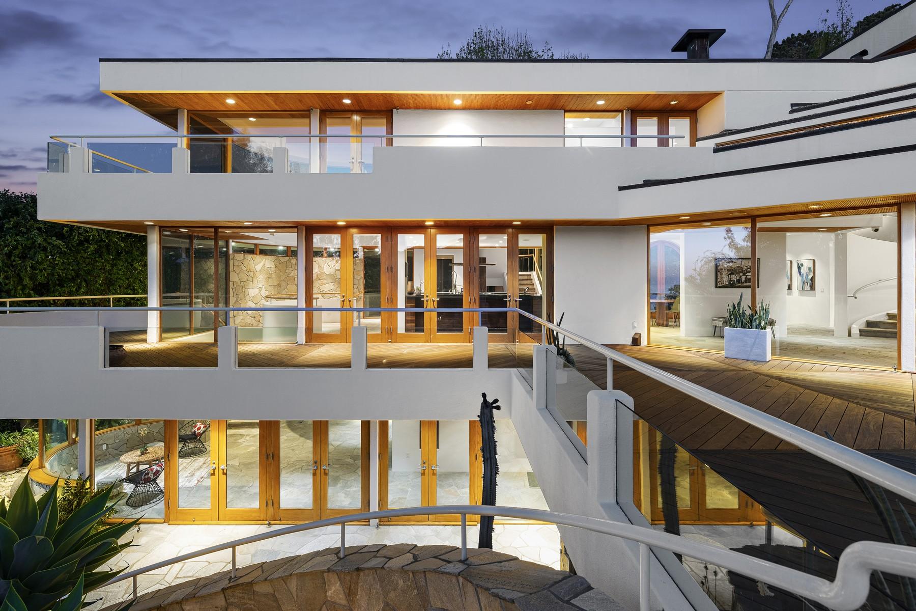 Single Family Homes for Active at 7510 Hillside Drive La Jolla, California 92037 United States