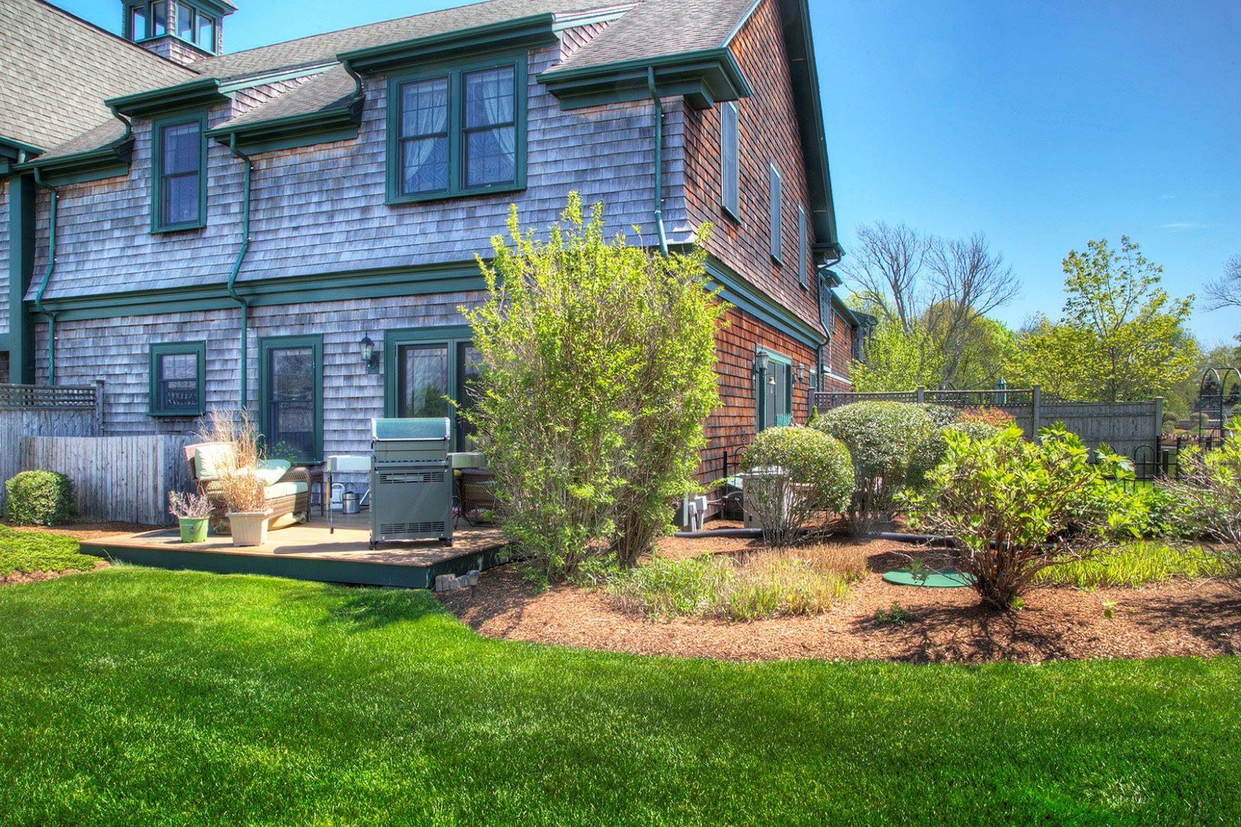 共管式独立产权公寓 为 销售 在 Vanderbilt Stable Condominiums 53 Sandy Point Farm Road 5 朴茨茅斯, 罗得岛 02871 美国