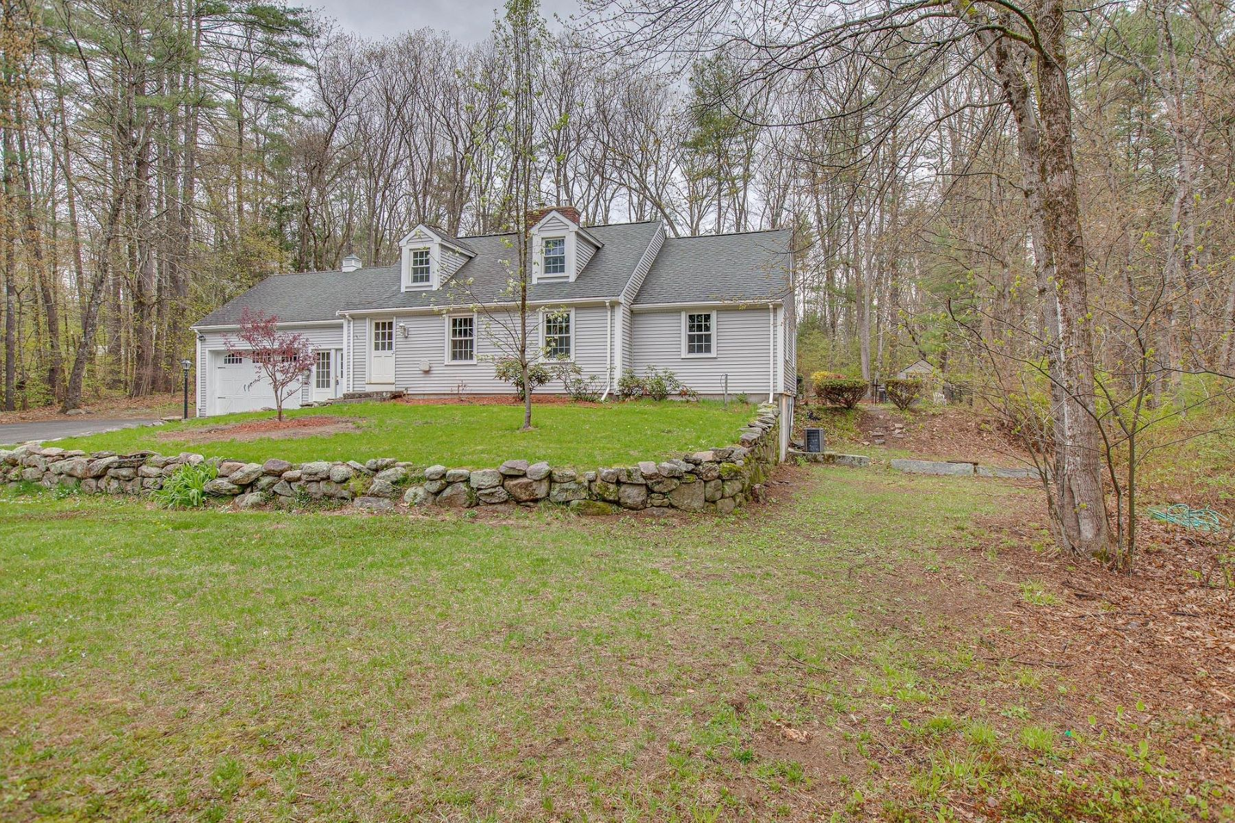 Single Family Homes 为 销售 在 163 Wallace Road Bedford, 新罕布什尔州 03110 美国