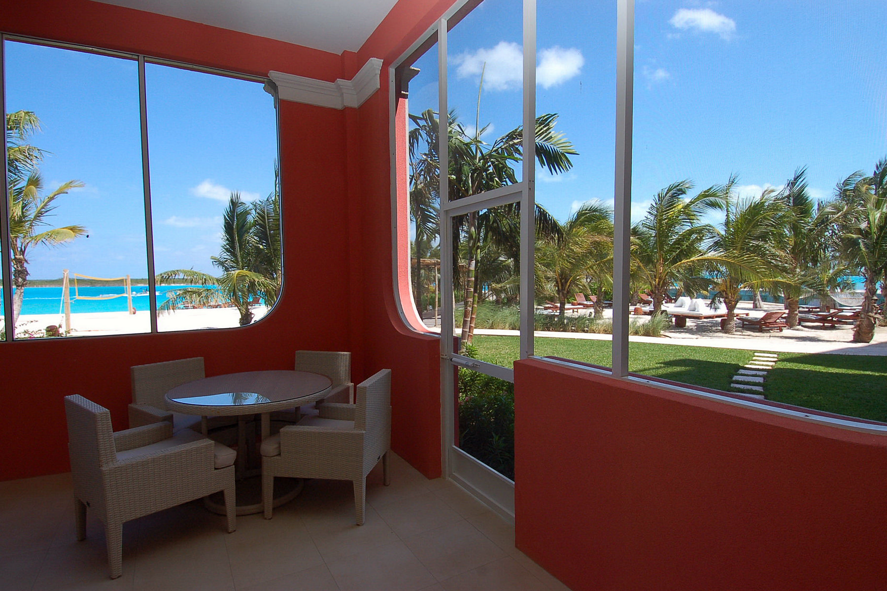 Additional photo for property listing at Blue Haven Resort - Suite 105.106 Waterfront Leeward, Providenciales TKCA 1ZZ Îles Turques Et Caïques