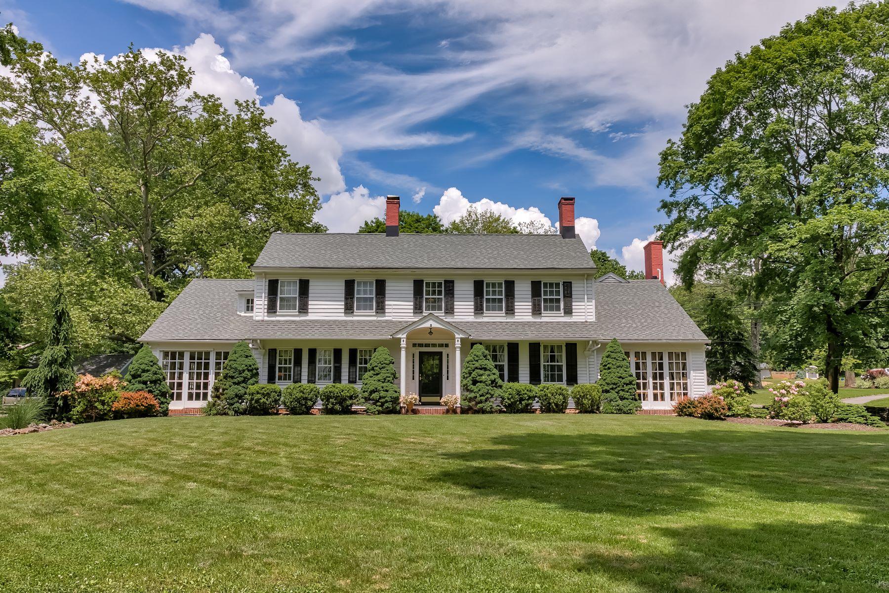 Maison unifamiliale pour l Vente à Stately Colonial 416 Foothill Road, Bridgewater, New Jersey 08807 États-Unis