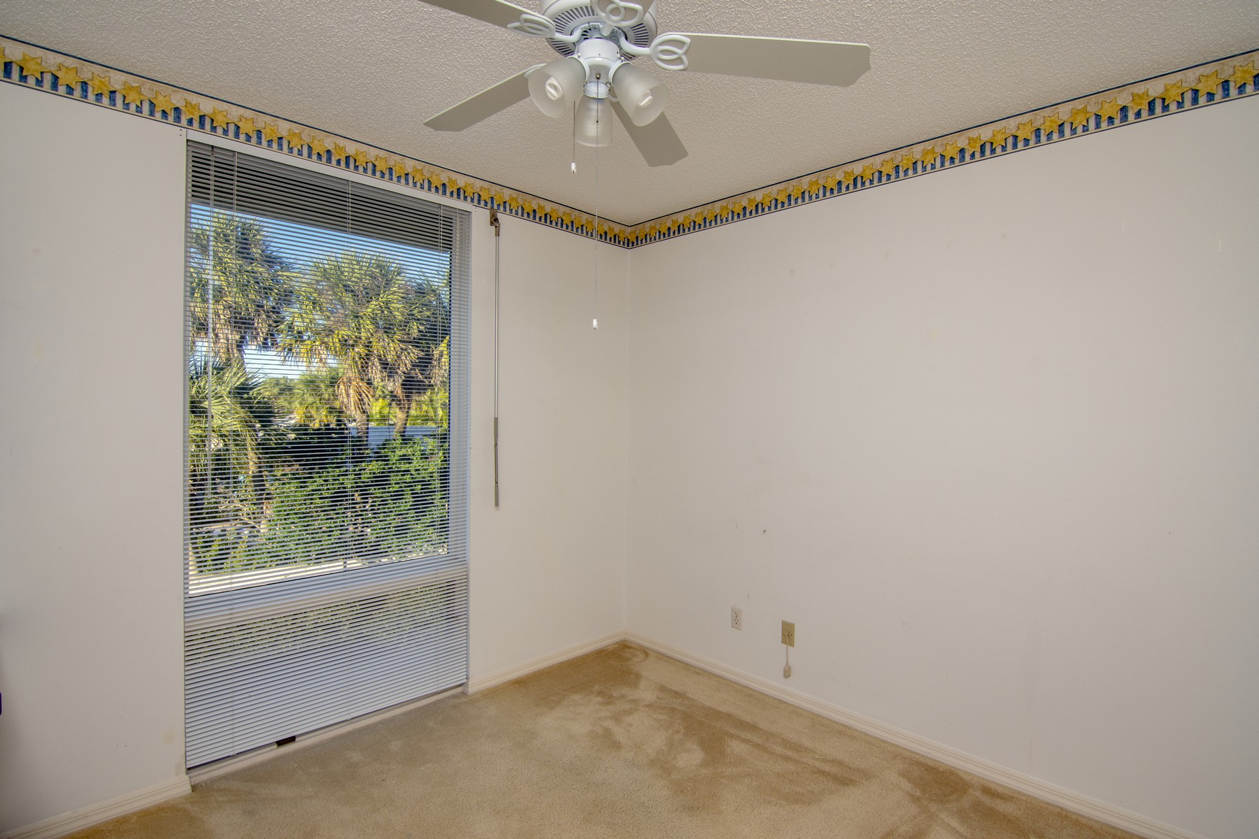Additional photo for property listing at Second Floor Condo With Ocean Views 5810 Highway A1A #2B Vero Beach, Florida 32963 United States