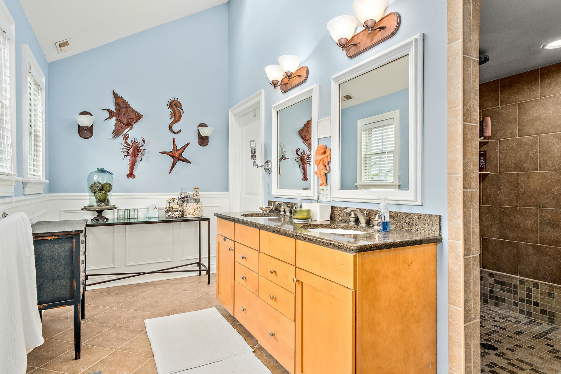 Additional photo for property listing at Elegant Home 22 Spruce Road, Ocean City, New Jersey 08226 United States