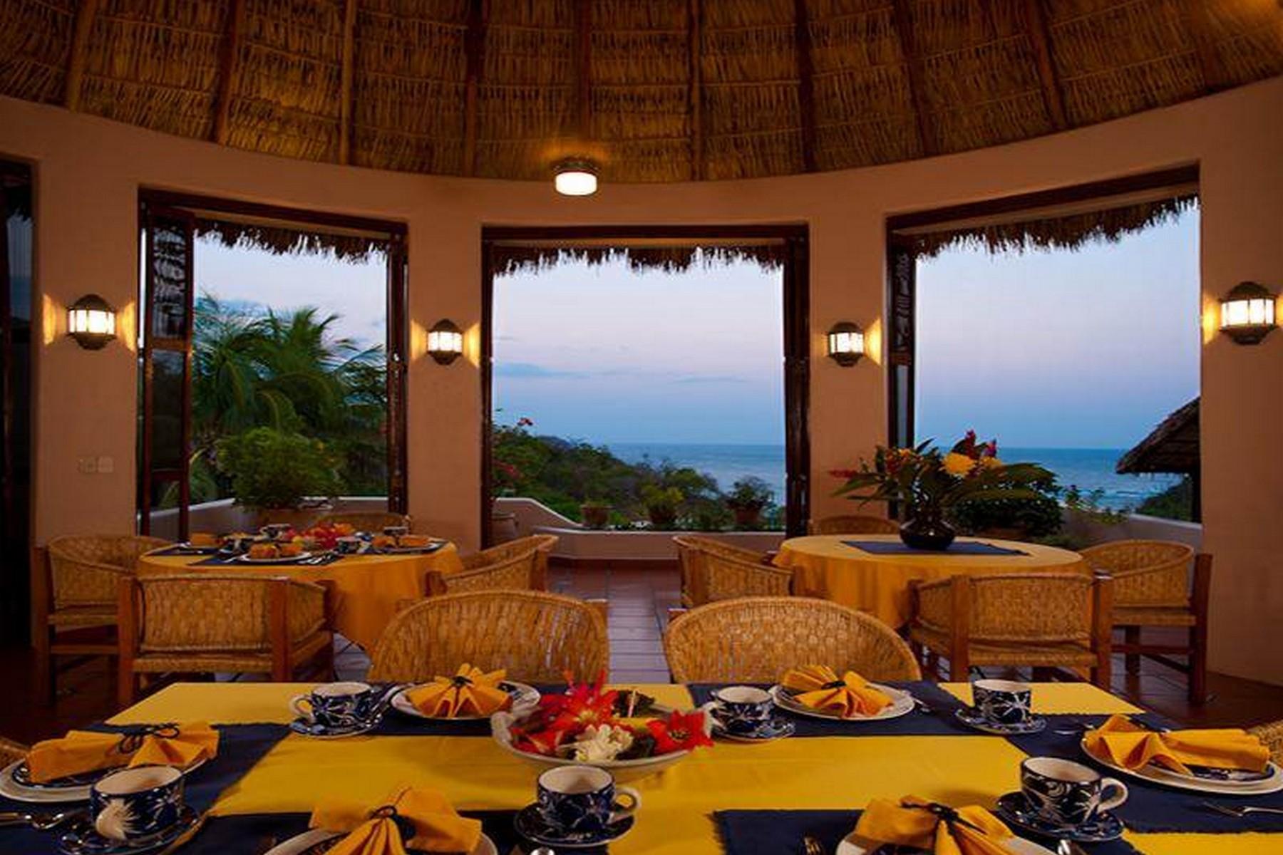 Additional photo for property listing at Villa Agua Azul  Huatulco, Oaxaca 45010 México