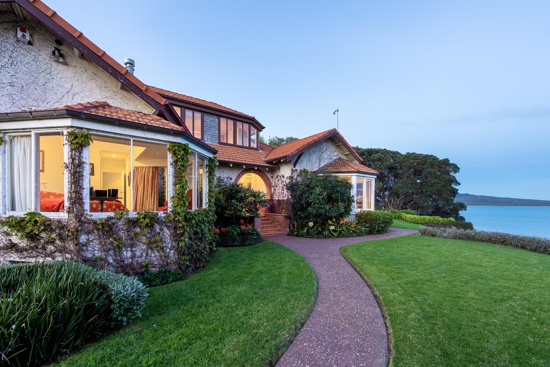 Single Family Homes pour l Vente à 122 Vauxhall Road Auckland, Auckland 0624 Nouvelle-Zélande