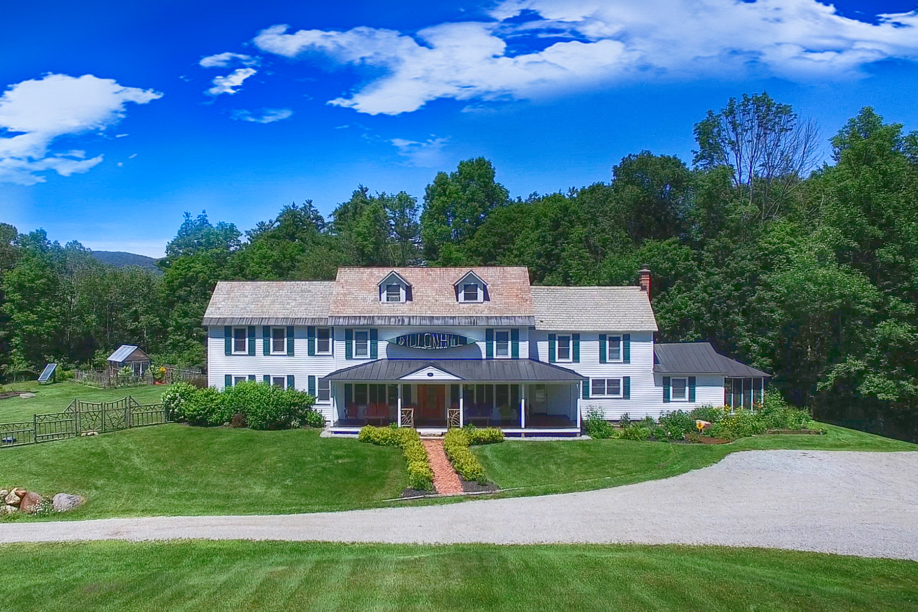 Single Family Homes por un Venta en Dillon Hill Inn 58 Dillon Hill Rd Johnsburg, Nueva York 12886 Estados Unidos
