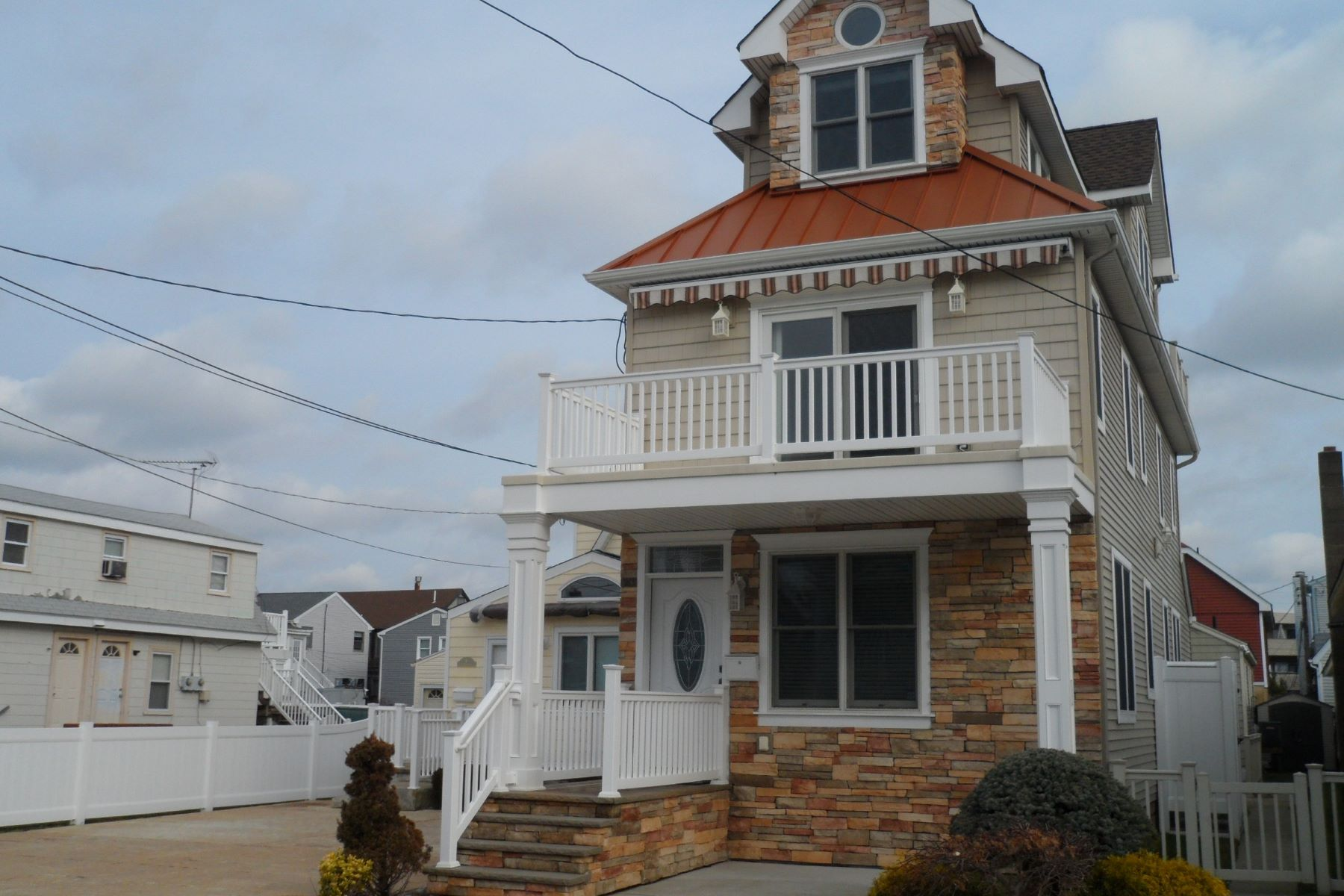 Single Family Homes for Rent at 11 S Jefferson Ave Bay District Main House, Margate, New Jersey 08402 United States