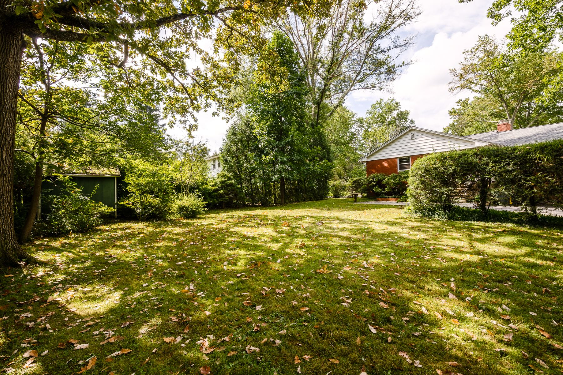 Additional photo for property listing at Ease of Living in this Convenient Princeton Rental 69 Harris Road, Princeton, New Jersey 08540 United States