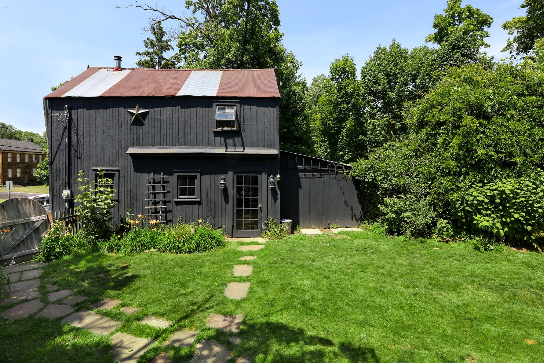Additional photo for property listing at Pride Of Ownership Shows In This Delightful Home 1046 County Road 519, Frenchtown, New Jersey 08825 United States