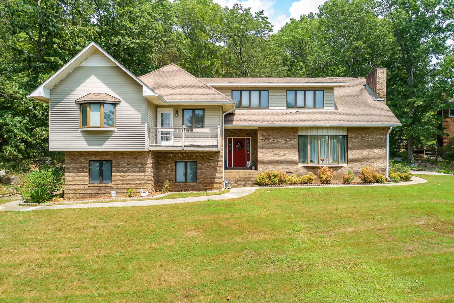 Single Family Homes for Active at 2401 Wyeth Drive Guntersville, Alabama 35976 United States