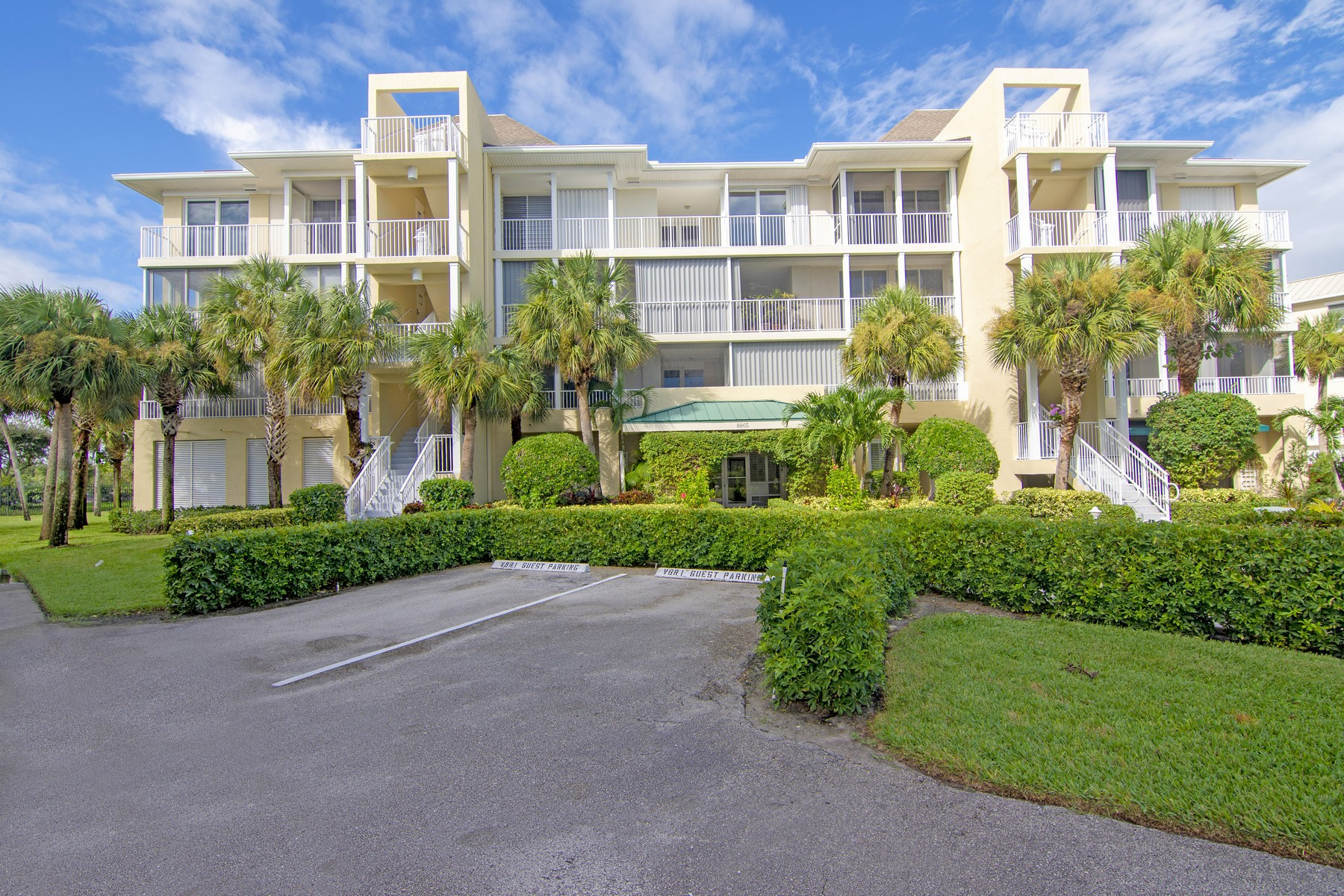 Property 為 出售 在 Sea Oaks Riverfront Condo 8865 W Orchid Island Circle Unit 210 Vero Beach, 佛羅里達州 32963 美國
