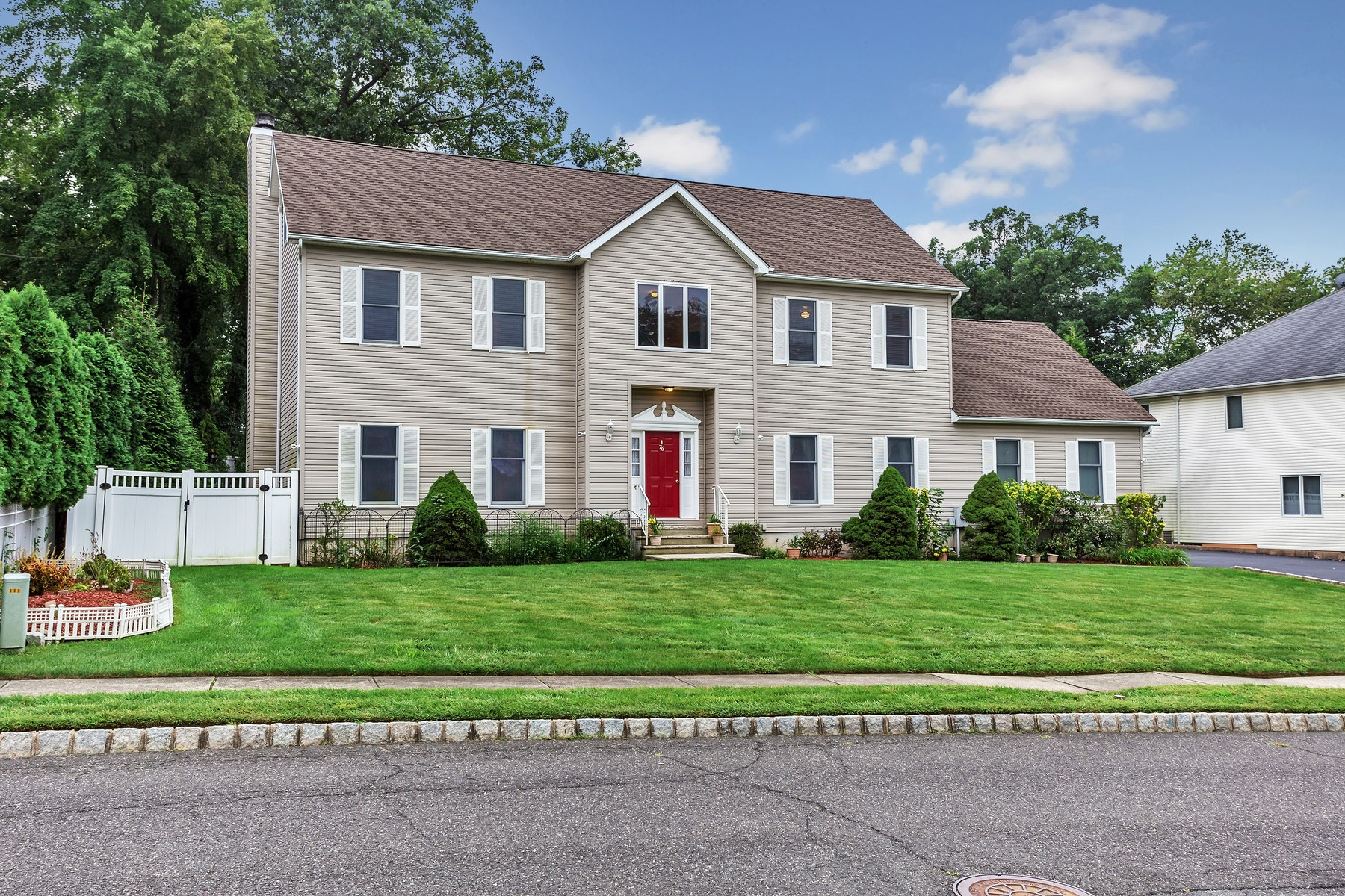 Single Family Homes for Sale at Beautiful Colonial on Cul de Sac 76 New Street Wayne, New Jersey 07470 United States