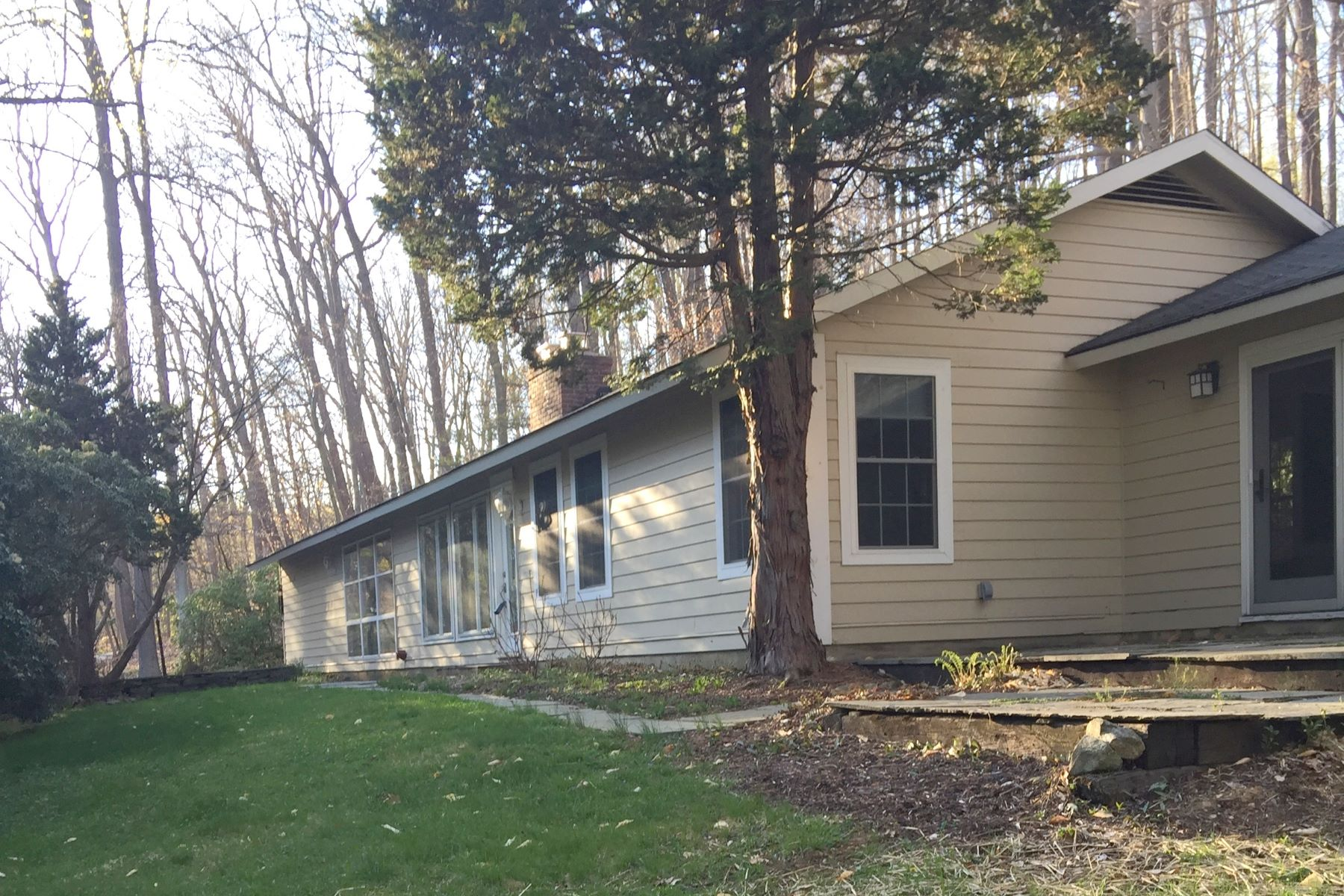 Single Family Home for Rent at Lovely Ranch 181 Claremont Road Bernardsville, New Jersey, 07924 United States