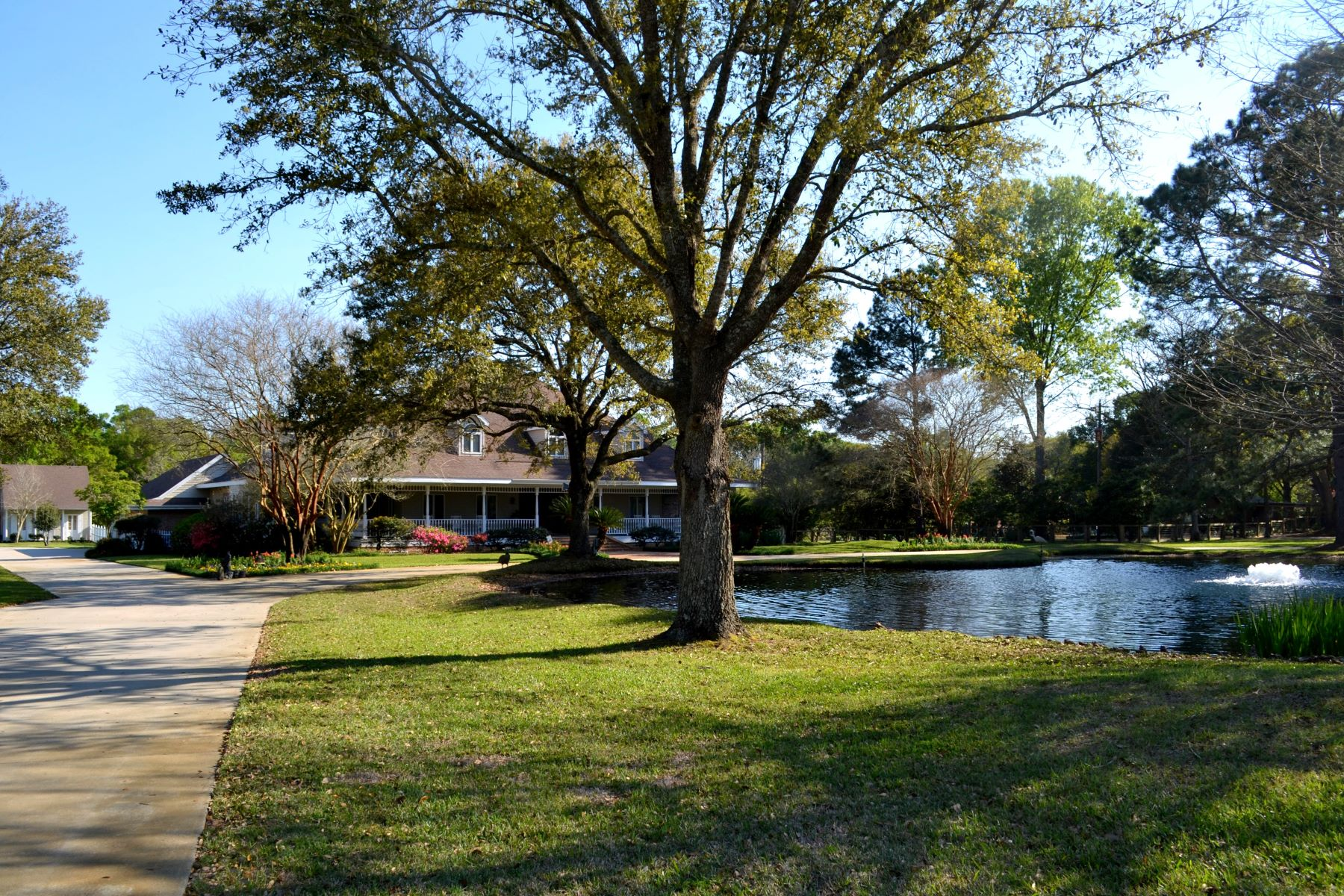 Single Family Home for Active at 111 Kimball Drive, Lafayette 111 Kimball Dr Lafayette, Louisiana 70508 United States