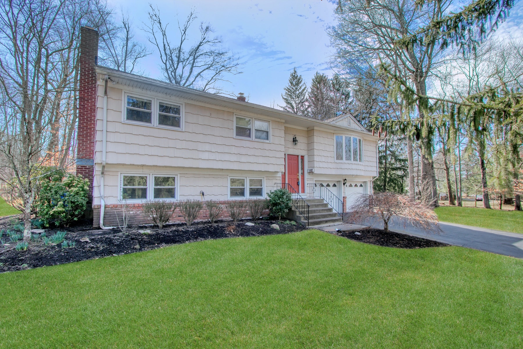 Single Family Homes for Active at Bi-Level in Quiet Setting 26 Milton Grant Drive Blauvelt, New York 10913 United States