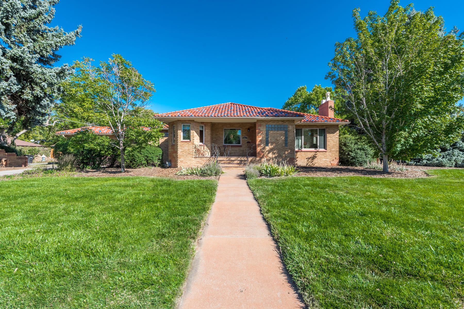 Single Family Home for Active at The new look and a new price represents a tremendous value! 2611 Leyden St Denver, Colorado 80207 United States