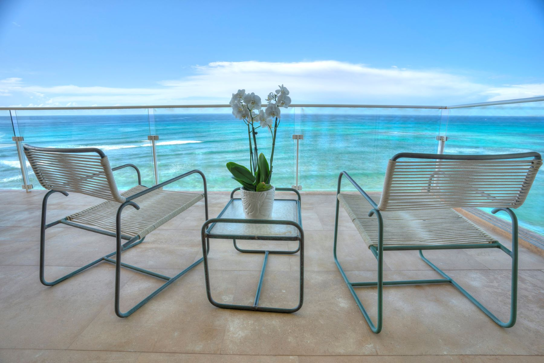 Condominiums 为 销售 在 Stylish Diamond Head Retreat, Ocean Front, Ocean Views, Sunset Views 3019 Kalakaua Avenue #8 火奴鲁鲁, 夏威夷 96815 美国