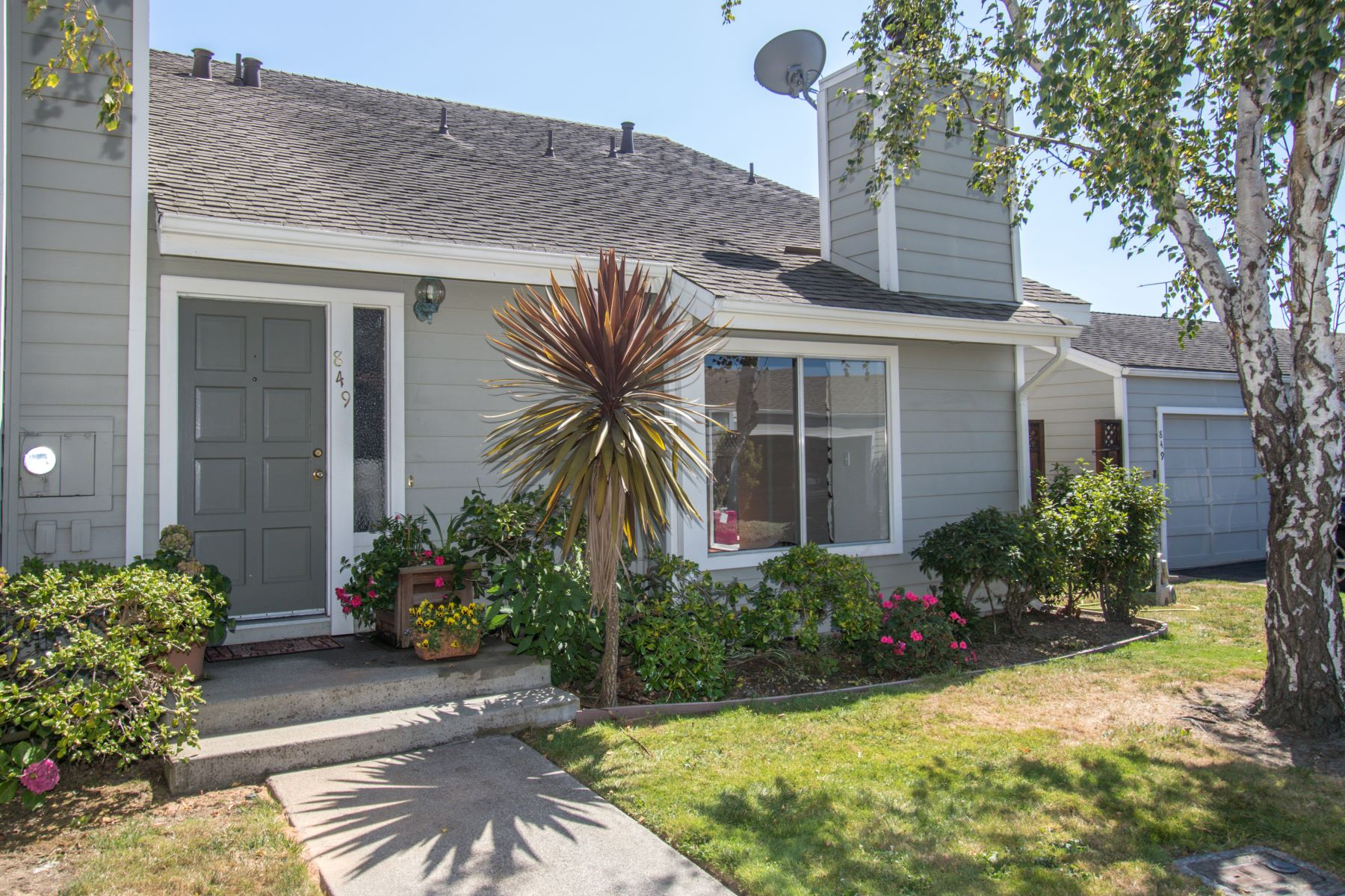 townhouses for Sale at Delightful Contemporary Townhouse 849 Vespucci Lane Foster City, California 94404 United States