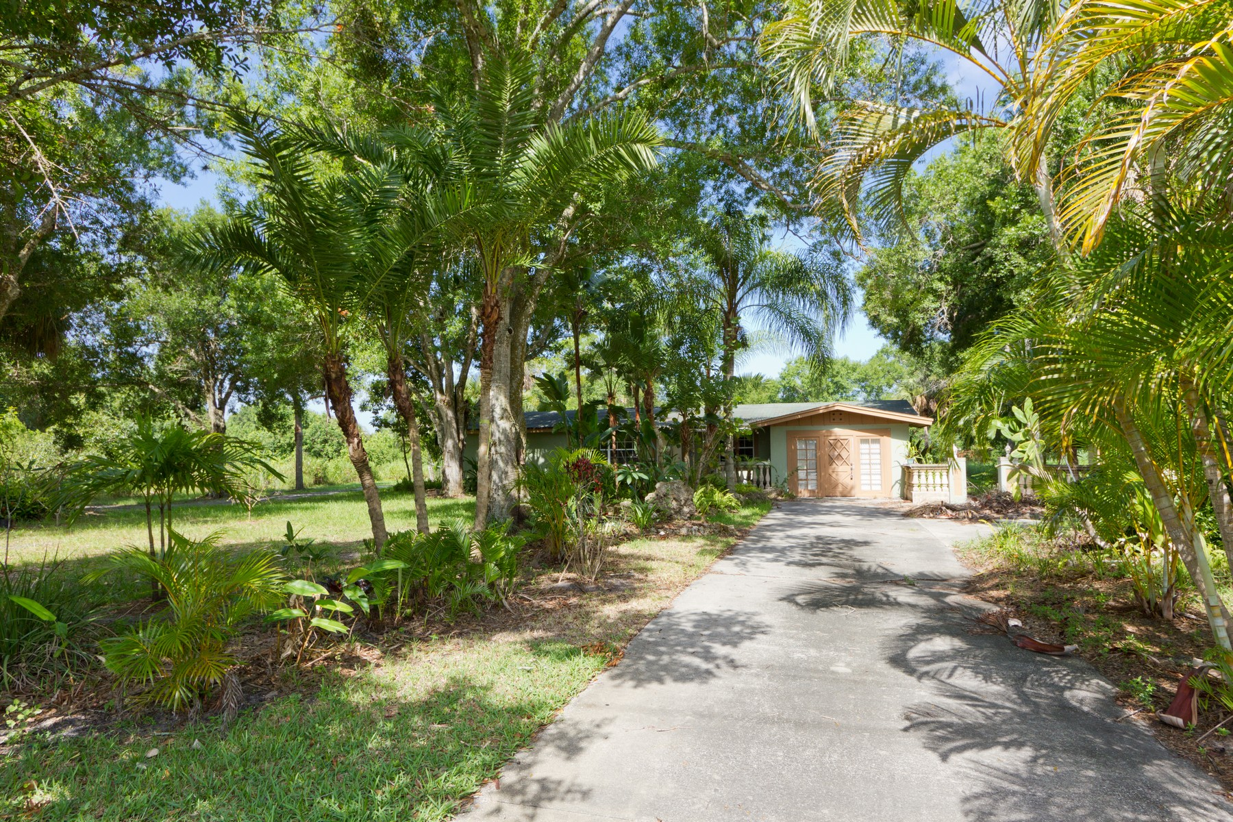 Single Family Homes for Sale at Diamond in the Rough 2395 43rd Avenue Vero Beach, Florida 32960 United States