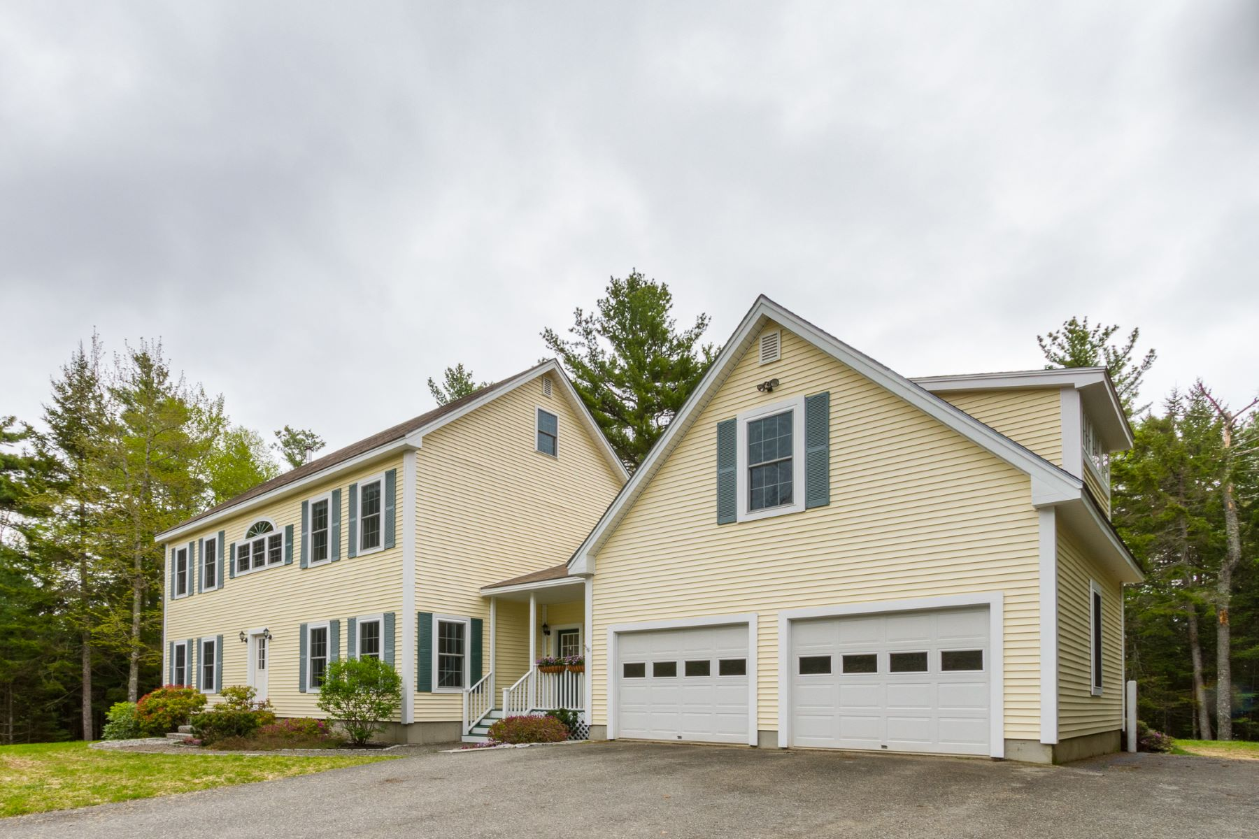 Maison unifamiliale pour l Vente à 11 Cedar Lane Mount Desert, Maine, 04660 États-Unis